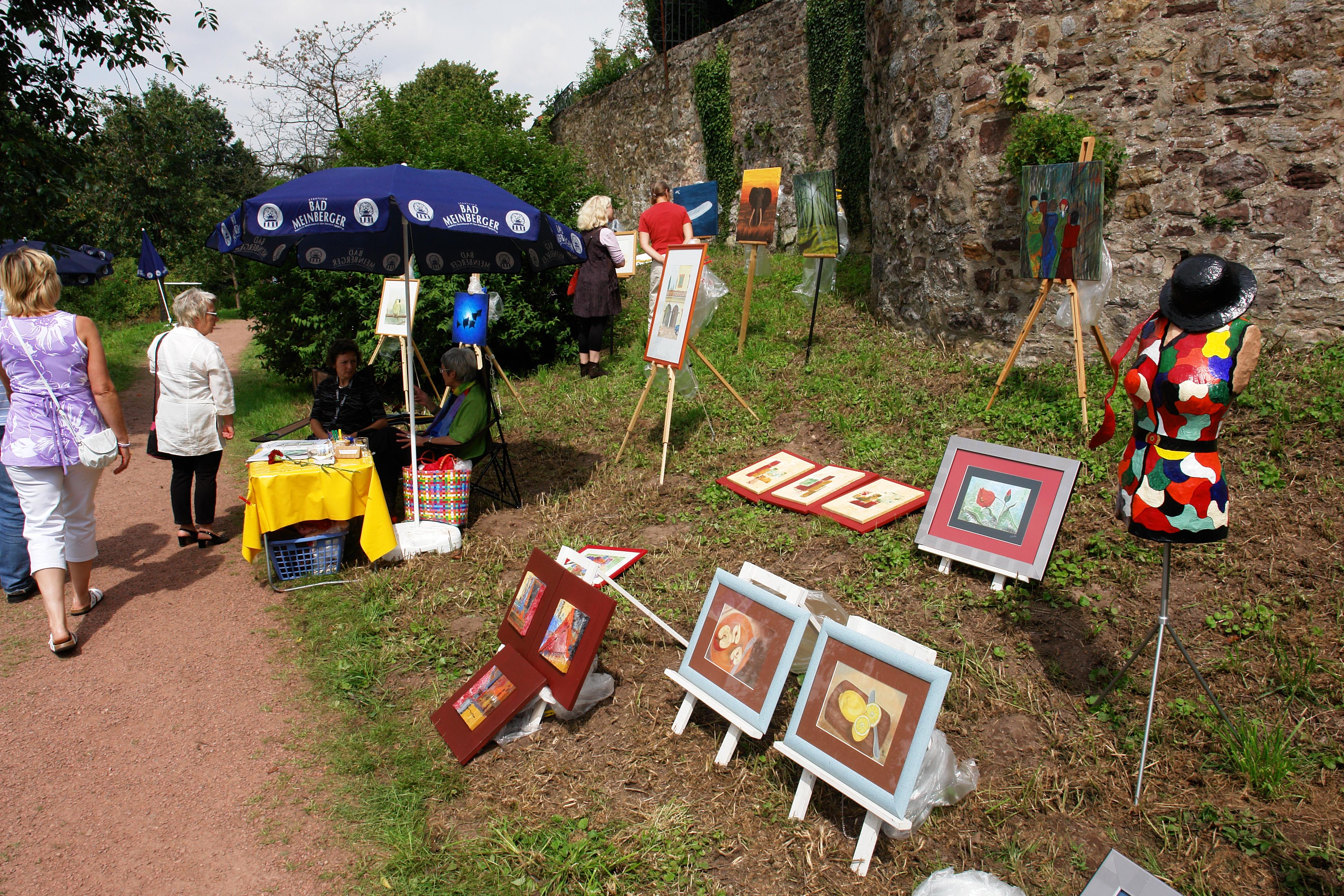 Kunstmauer am Weinberg, Outdoorgalerie am ersten Augustsonntag