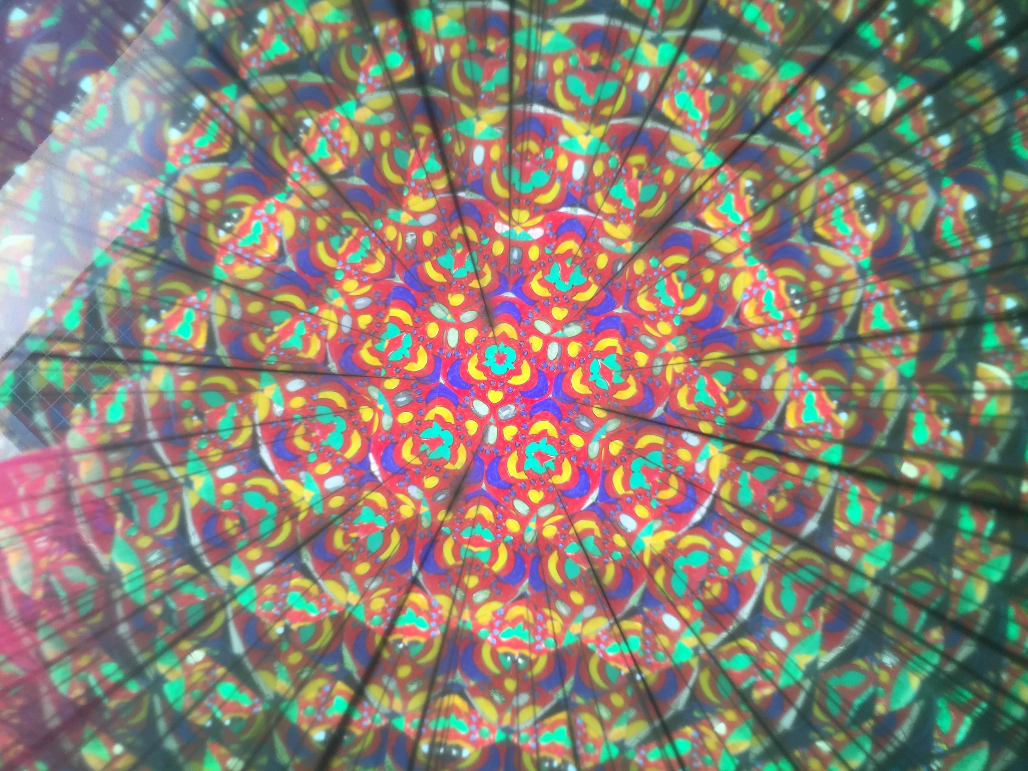 Im Drehscheibenkaleidoskop entstehen herlich bunte Muster