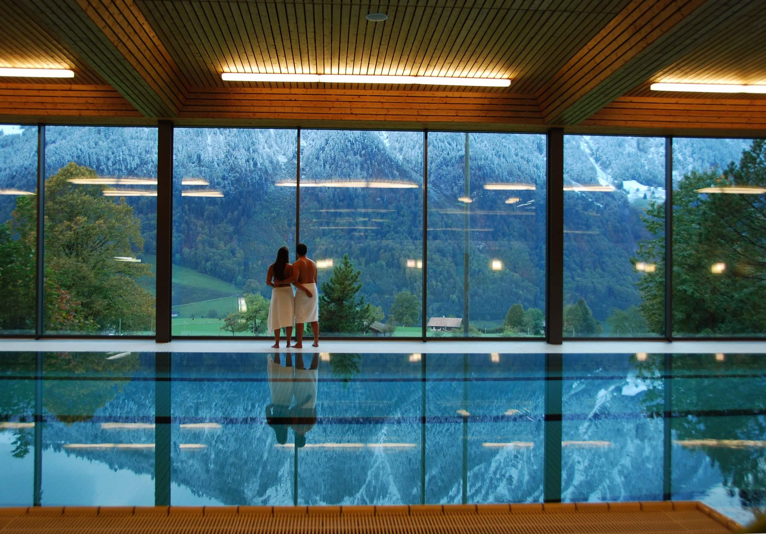 aeschi-hallenbad-innenbad-winter-baden-niesen