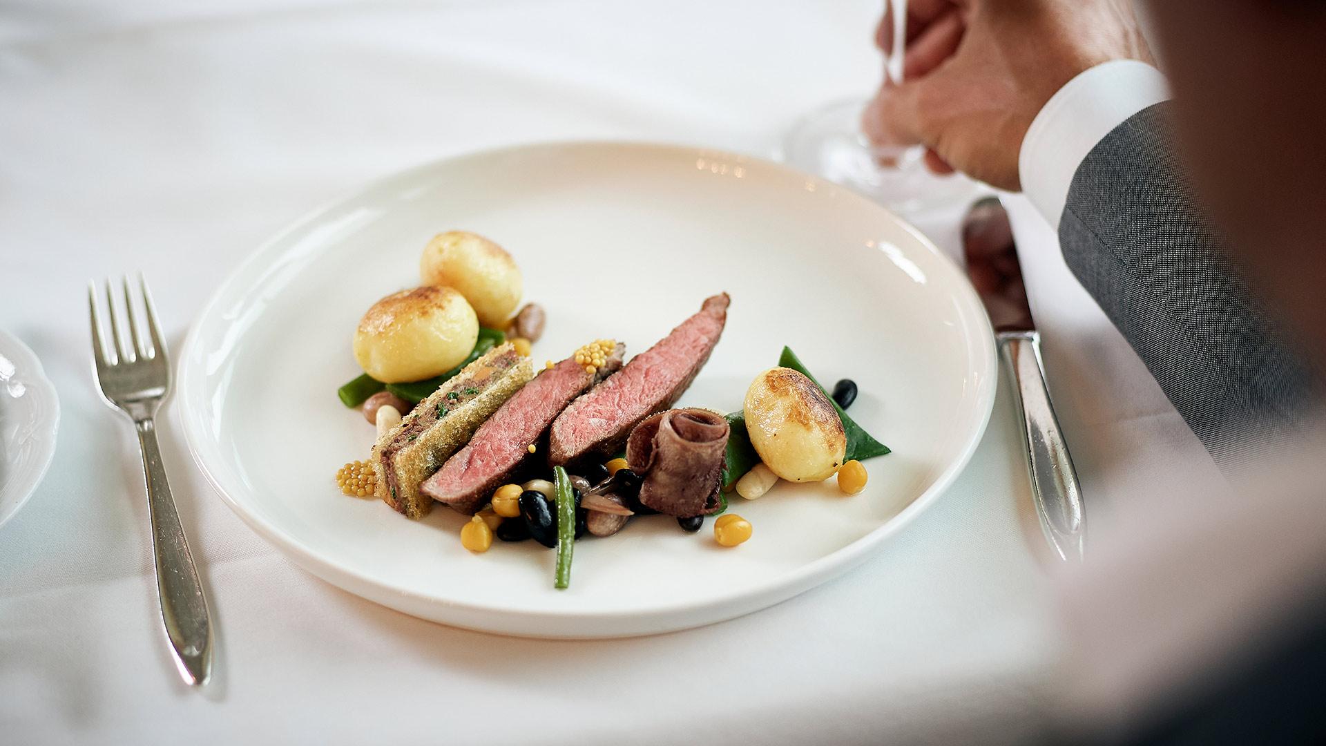 restaurant-belvedere-spiez-gericht-fleisch-kartoffeln-gemuese.jpg