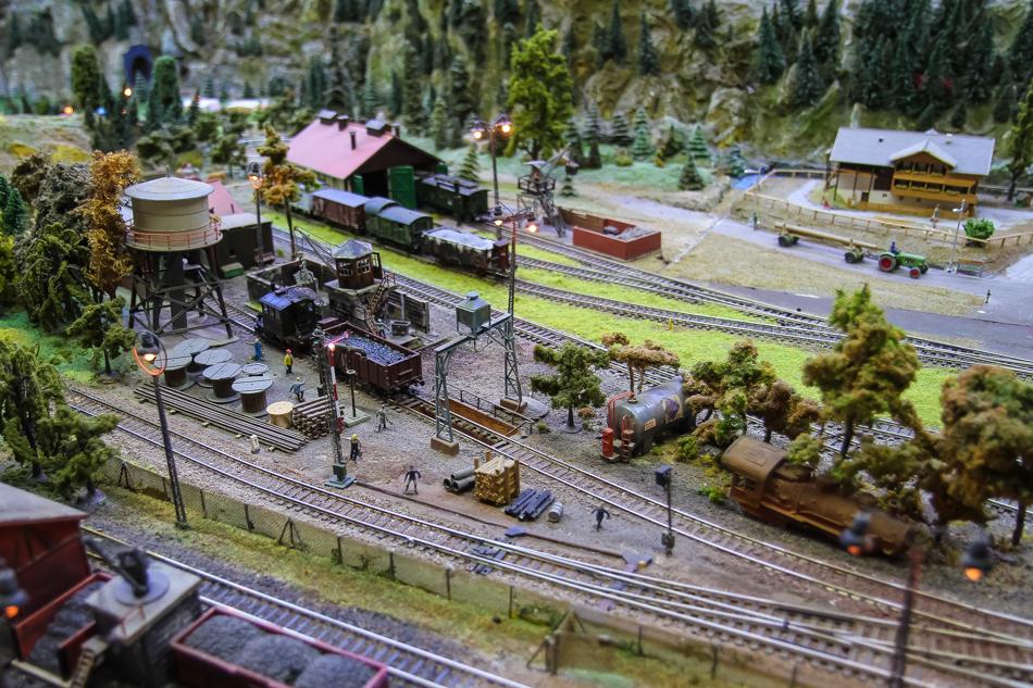 Bahnszene auf der Anlage der Modelleisenbahn Hillerse