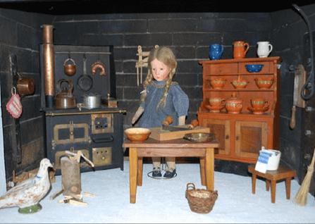 spielzeugmuseum-puppenhaus-spiez.png