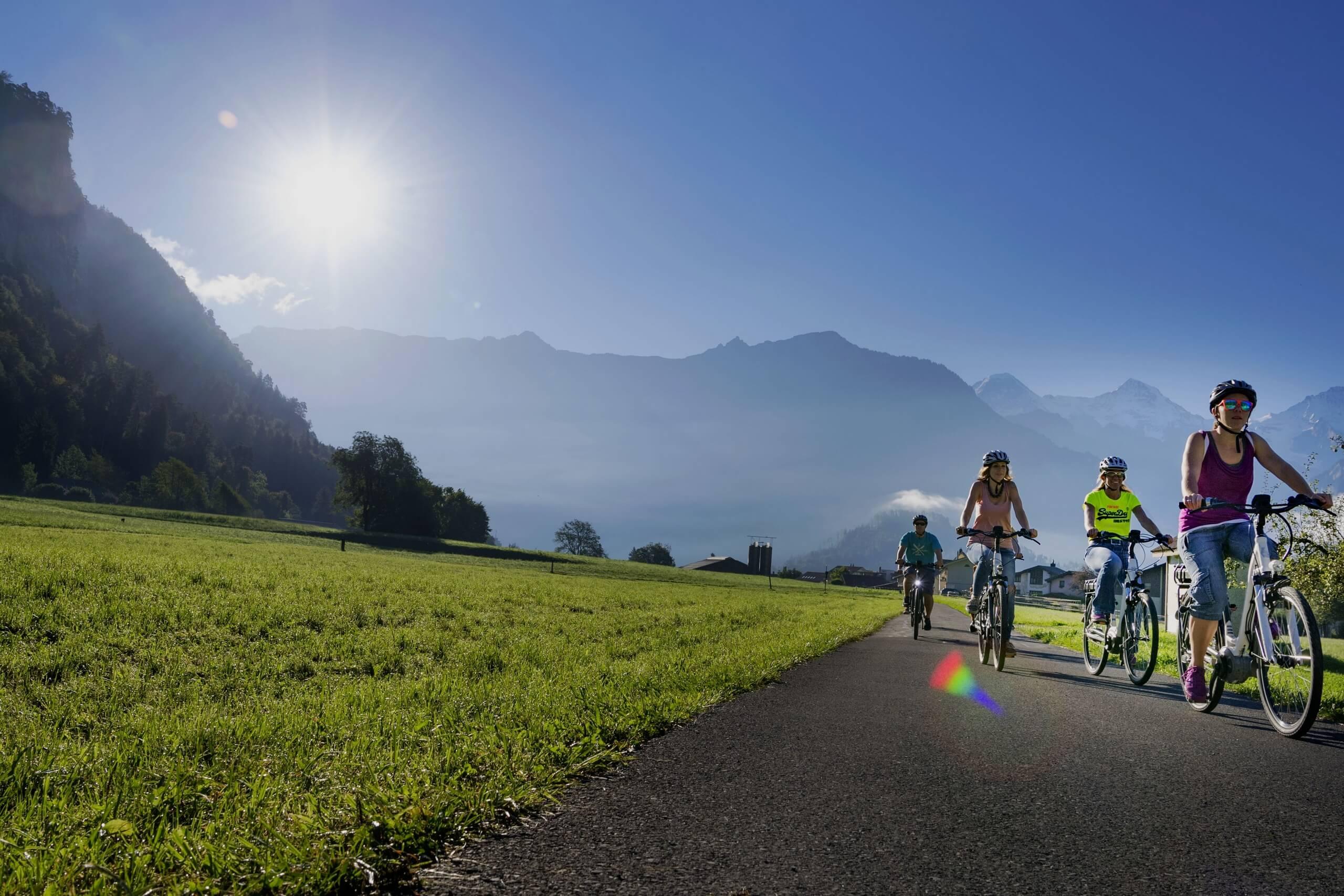 interlaken-flying-wheels-fahrrad-tour-boedeli-sonnenschein-sommer
