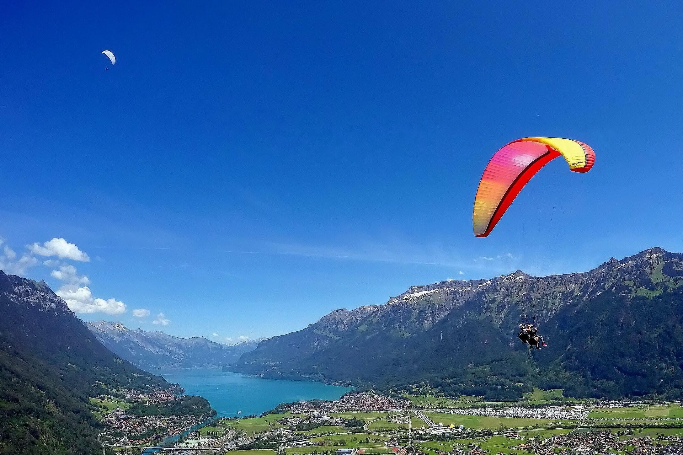 interlaken-paragliding-alpinair-sommer-interlaken-brienzersee