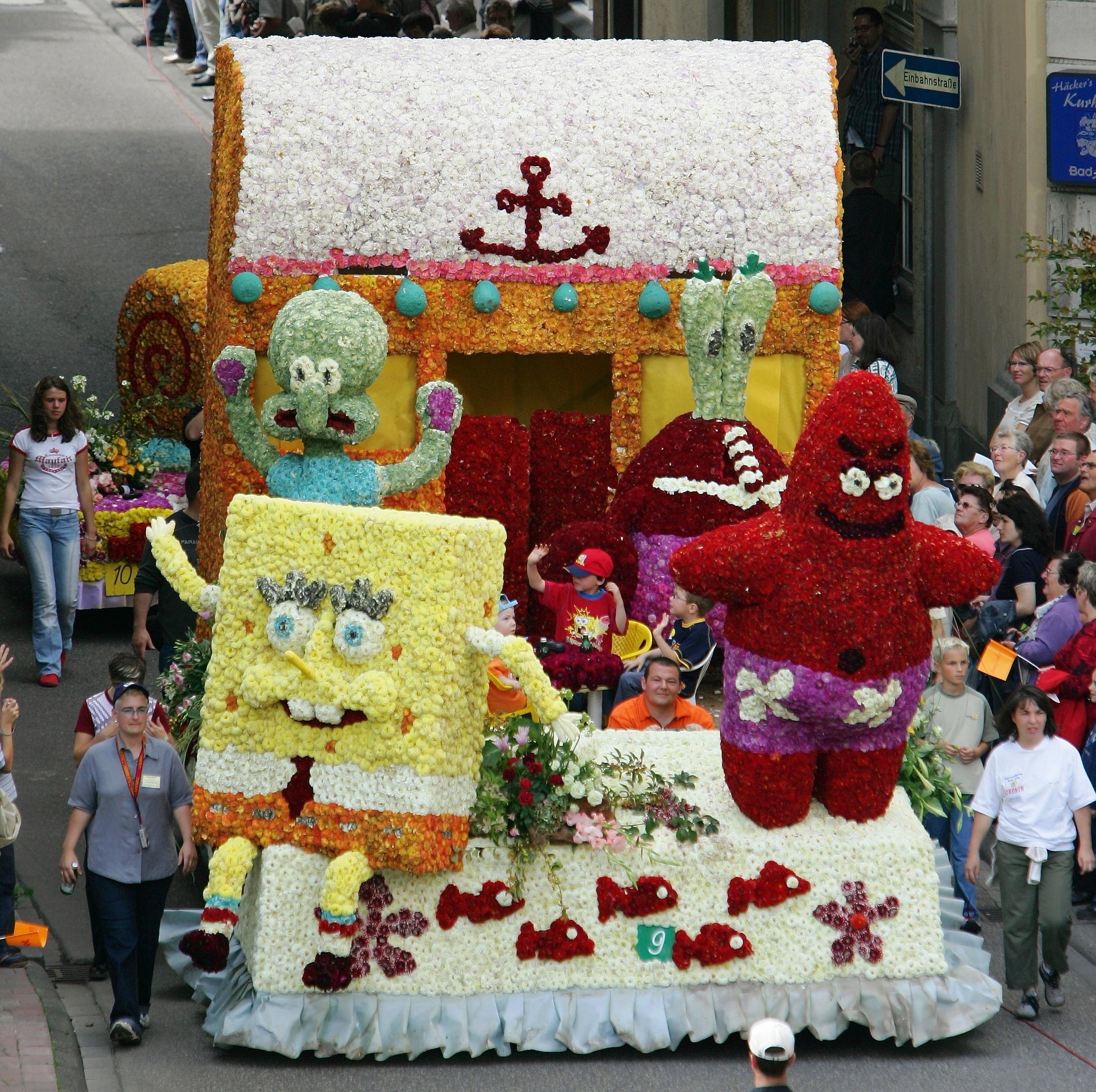 MOtivwagen beim Blumenkorso