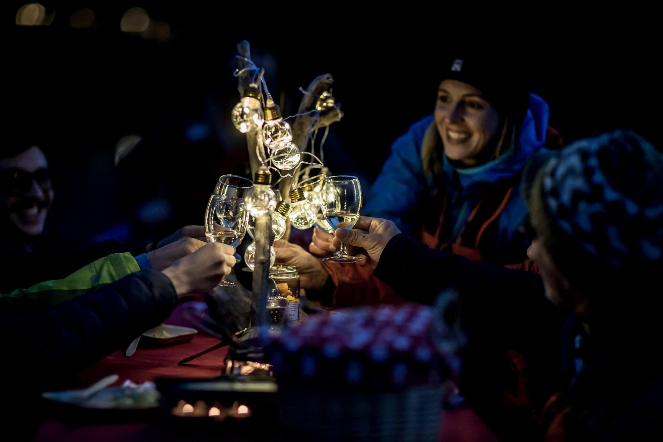 raclette-rafting-outdoor-interlaken-chillipictures-nacht.jpg