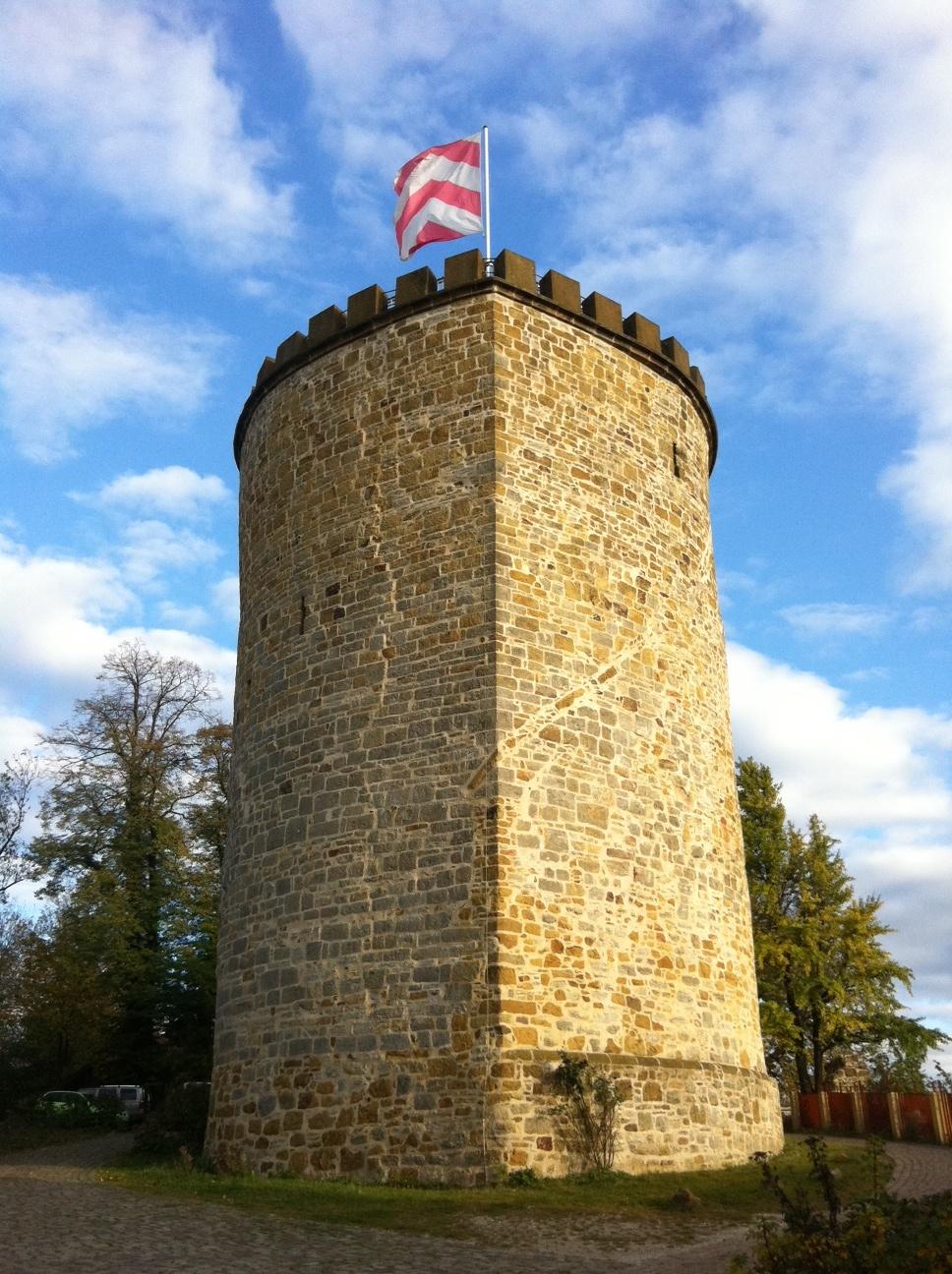 Stadt_Borgholzhausen_Turm_mit neuer Fahne.JPG