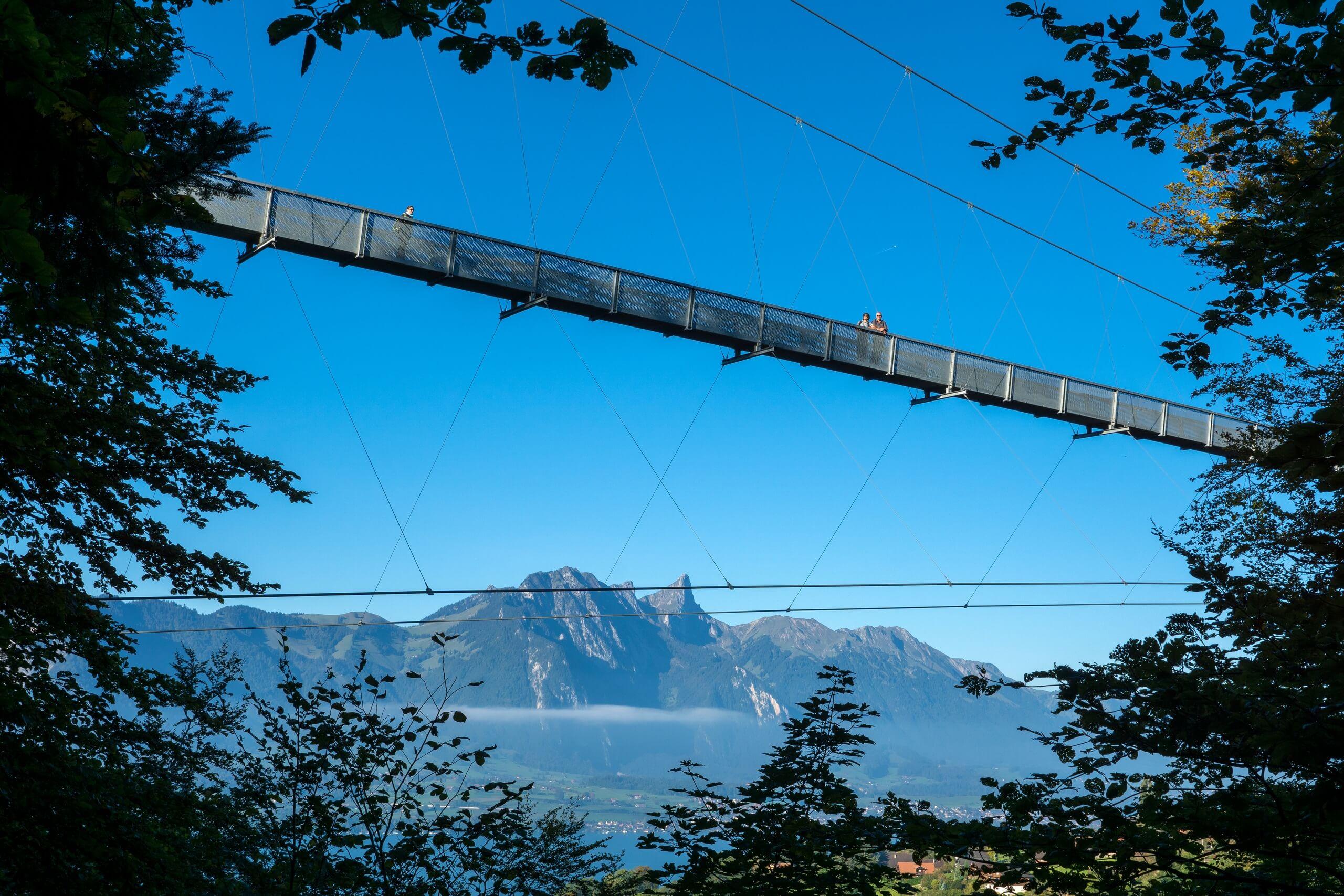 sigriswil-panorama-bruecke-sommer-berge