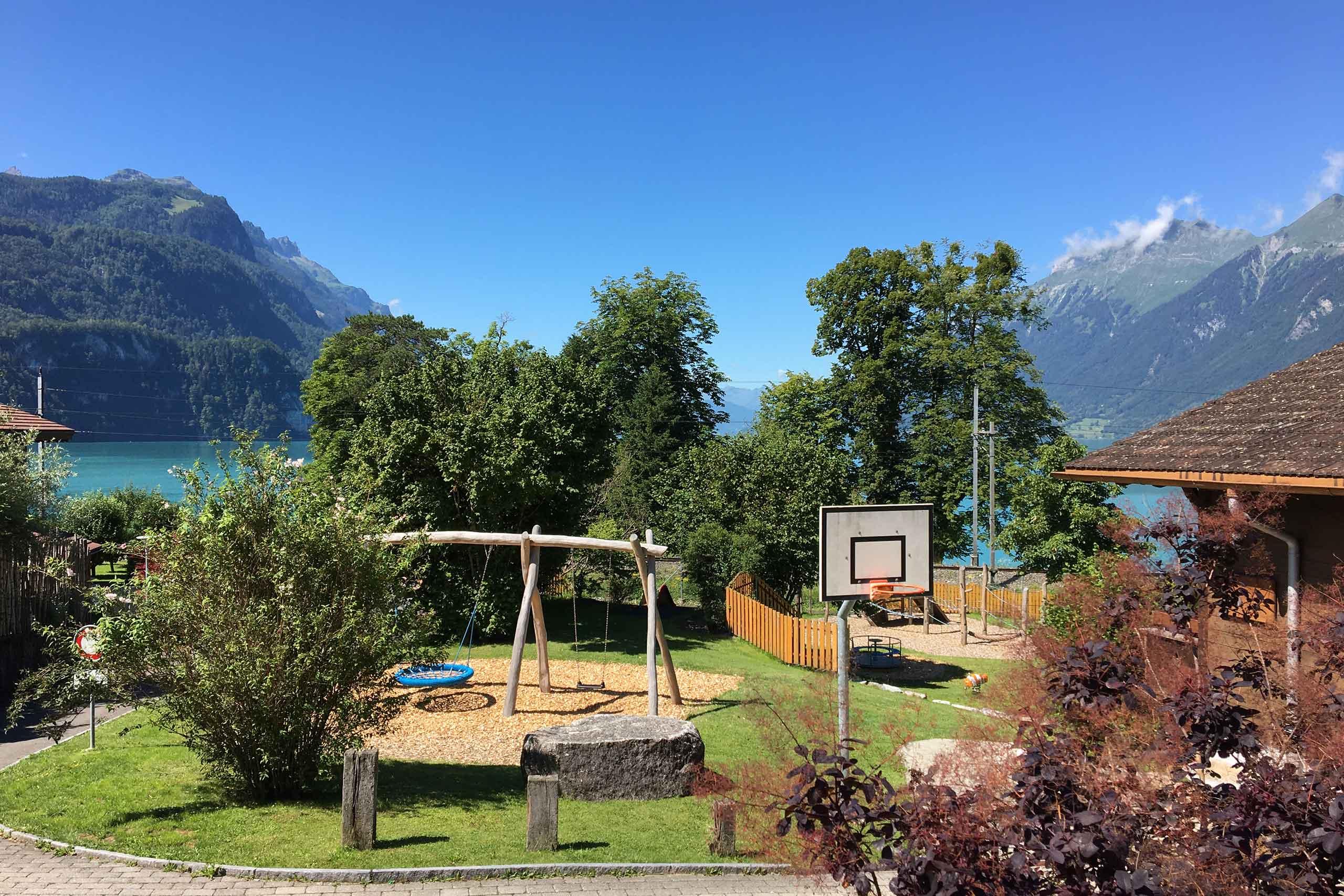 spielplatz-max-buri-brienz-schaukel-basketball.jpg