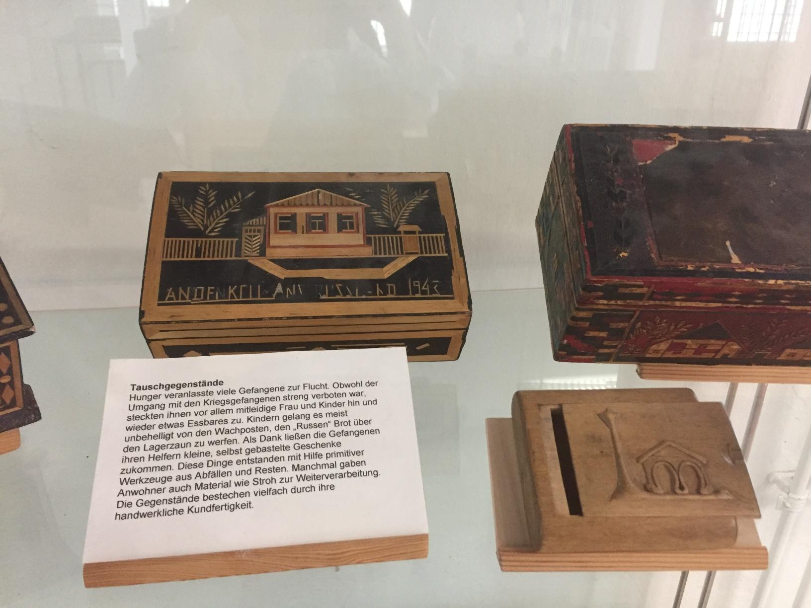 Ausstellungsstücke in der Gedenkstätte Stalag 326 VIK
