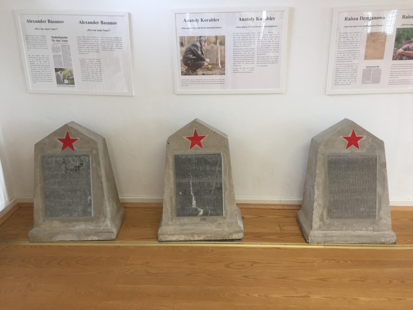 Grabsteine in der Gedenkstätte Stalag 326 VIK