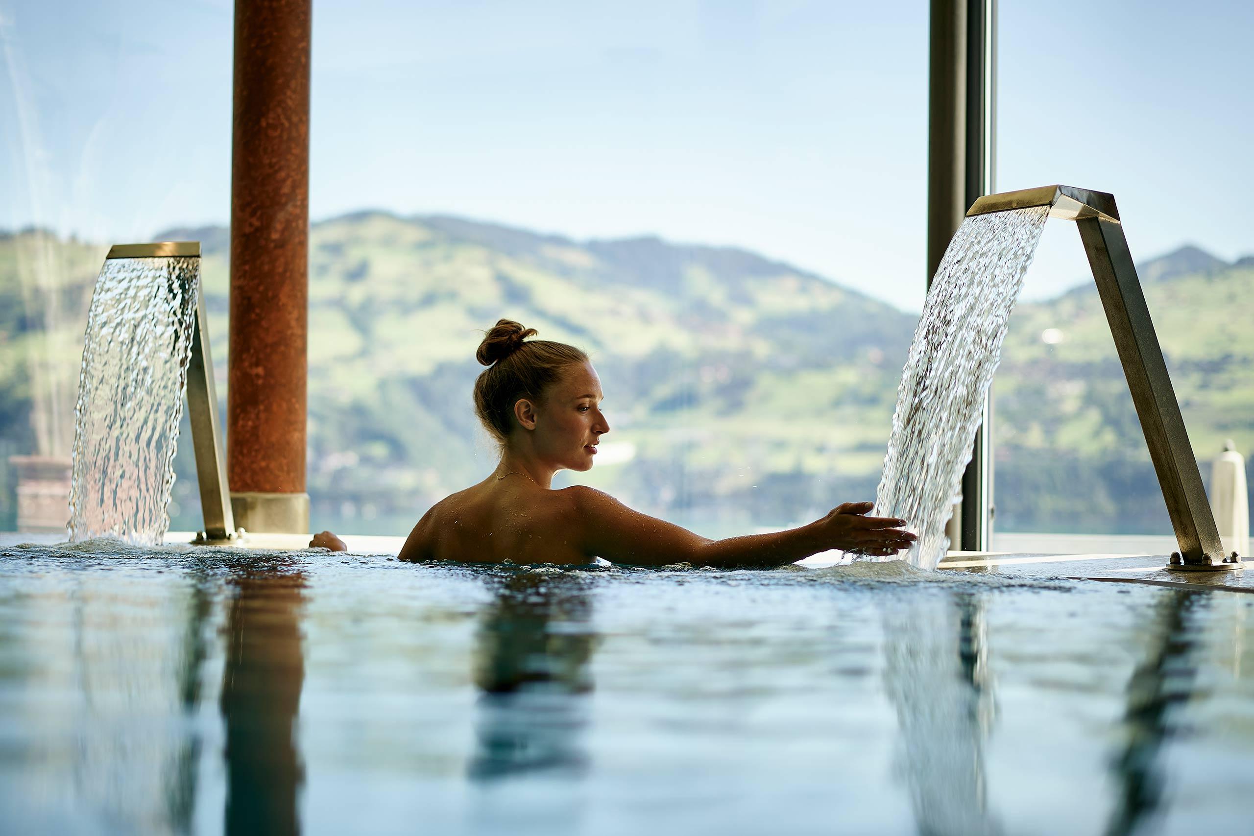 spiez-belvedere-wellness-oase-indoor-pool.jpg