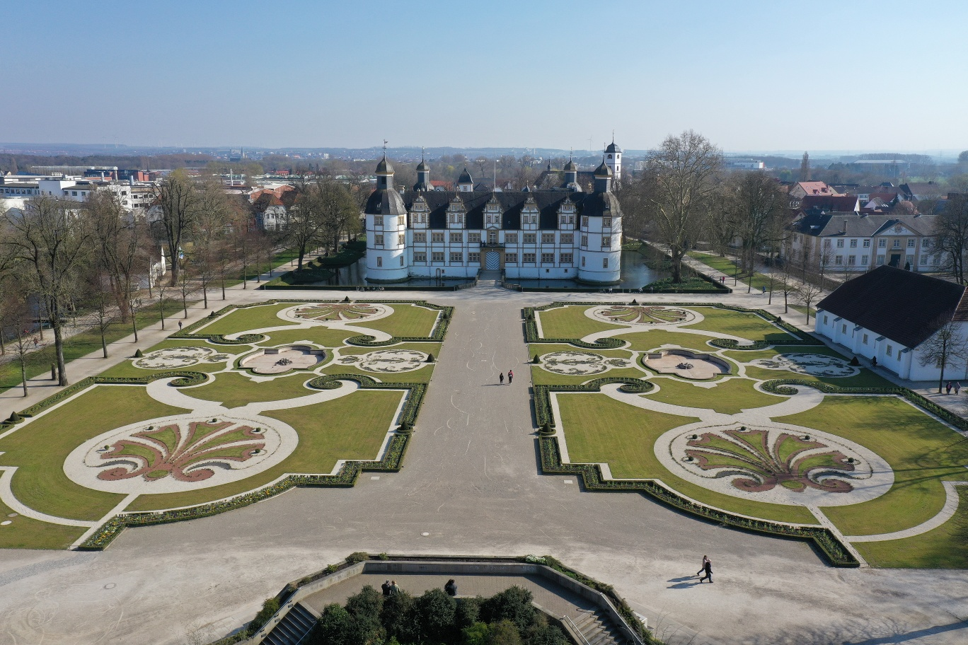 Schloß Neuhaus mit Barockgarten