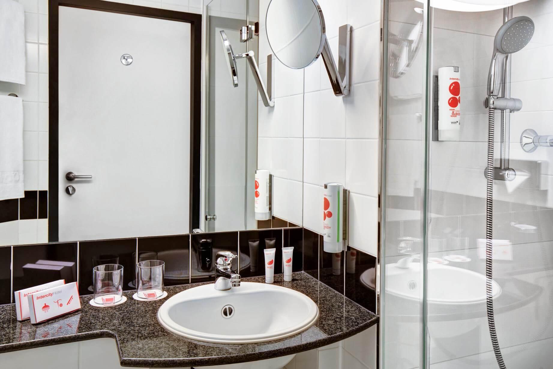 Intercity Hotel Celle, Badezimmer