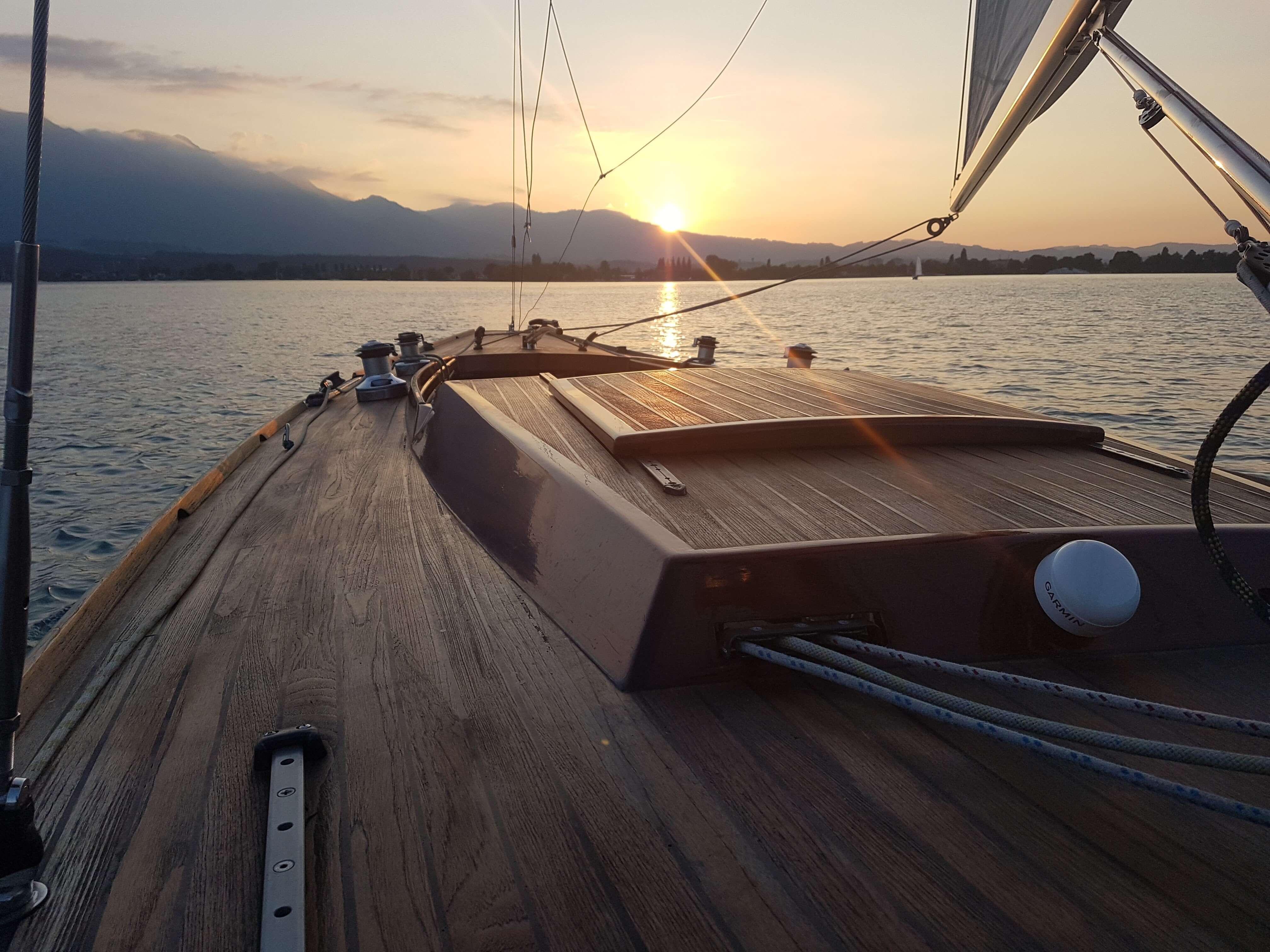 Wasser_Segelboot_Sonnenuntergang_Spiez.jpg