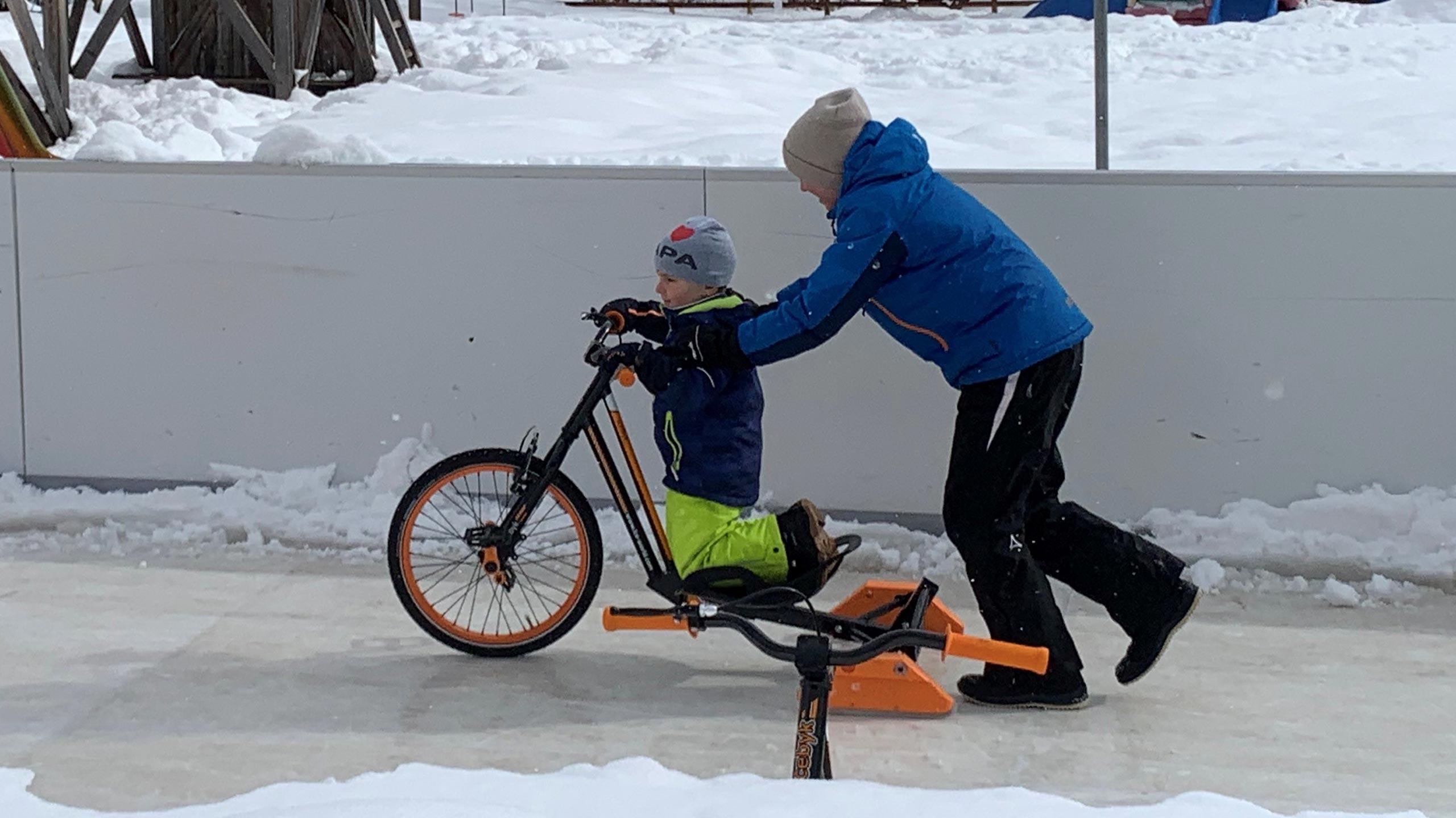 ice-bike-spass-synthetische-eisbahn-glice-beatenberg.jpg