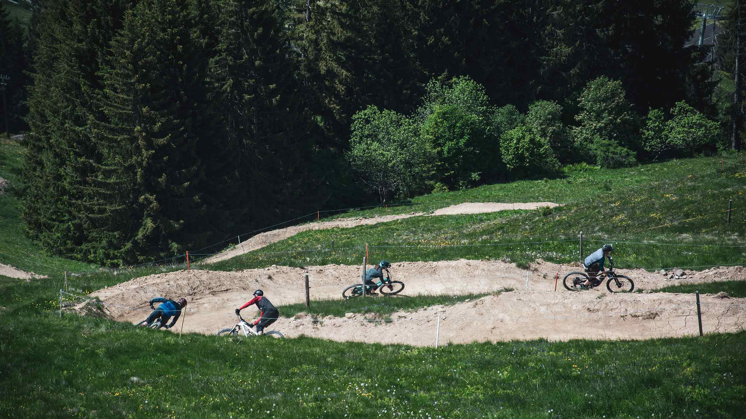 downhill-bikepark-wiriehorn-abfahrt-richtung-tal.jpg