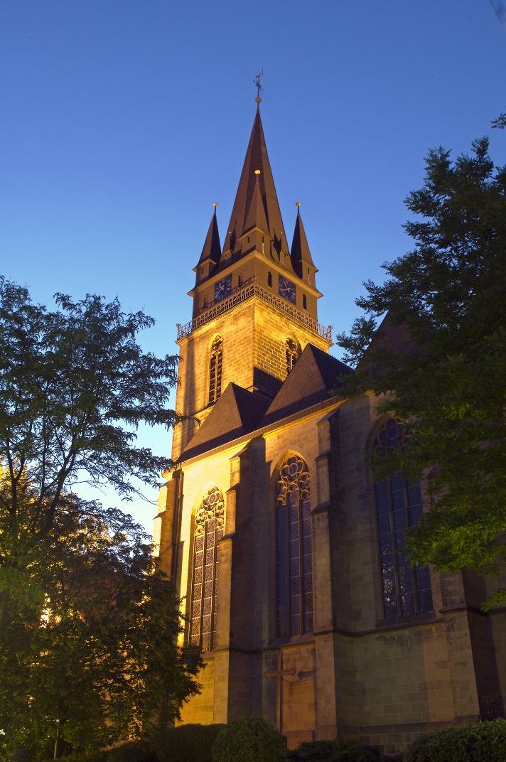 Pfarrkirche St. Peter und Paul bei Nacht