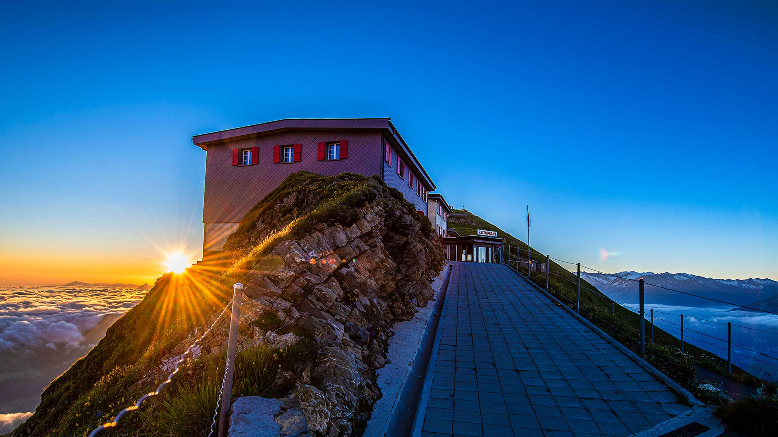 berghaus-rothorn-sonnenaufgang.jpg
