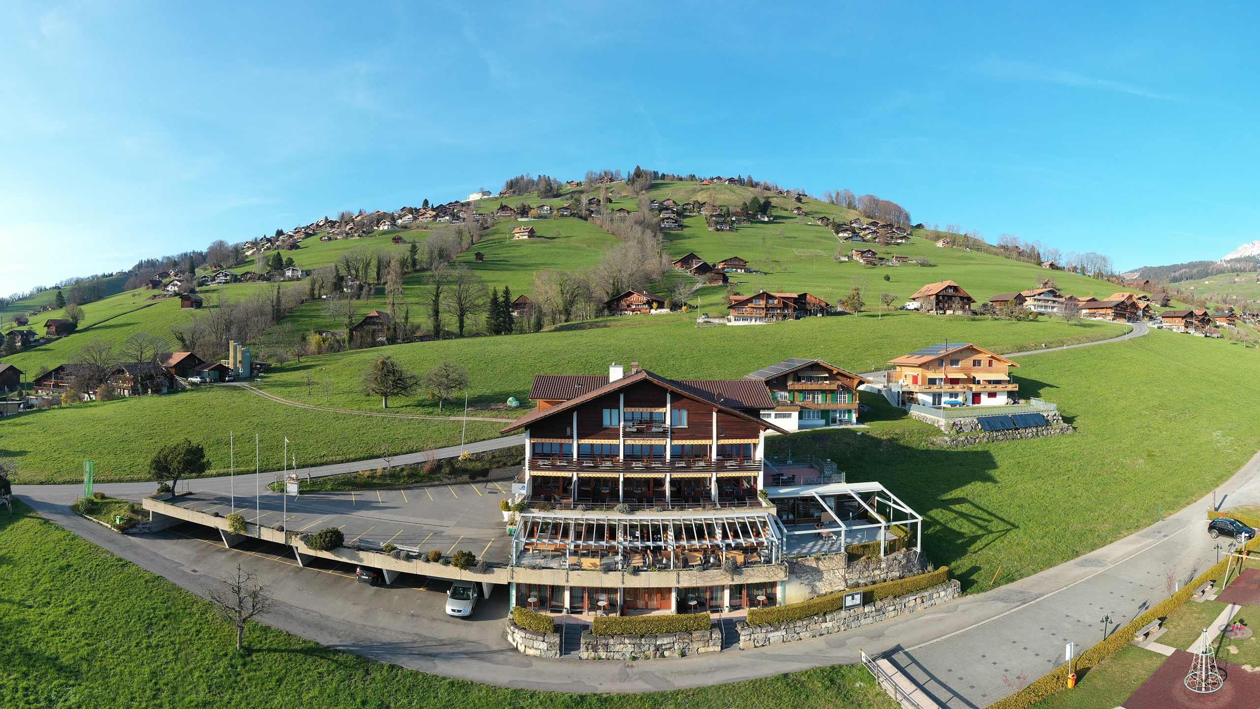 hotel-restaurant-panorama-aeschlen-luftbild-gebaeude-sommer.jpg