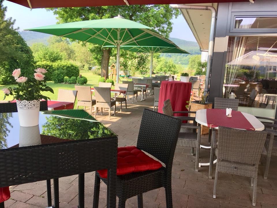 Wesertal_Hotel_Kronenhof_Terrasse.jpg