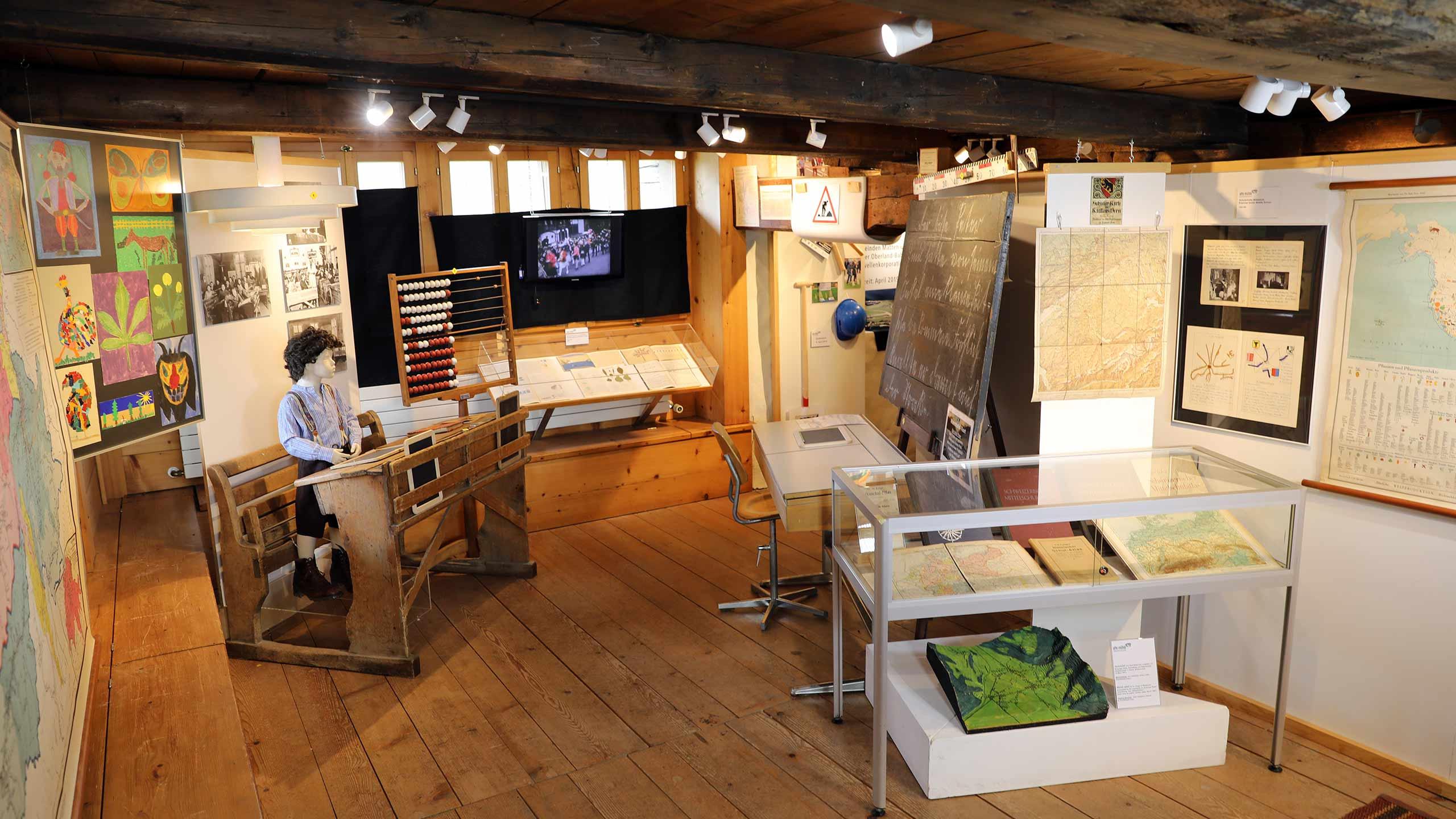 dorfmuseum-alte-muehle-wilderswil-ausstellung-alte-schulstube.jpg