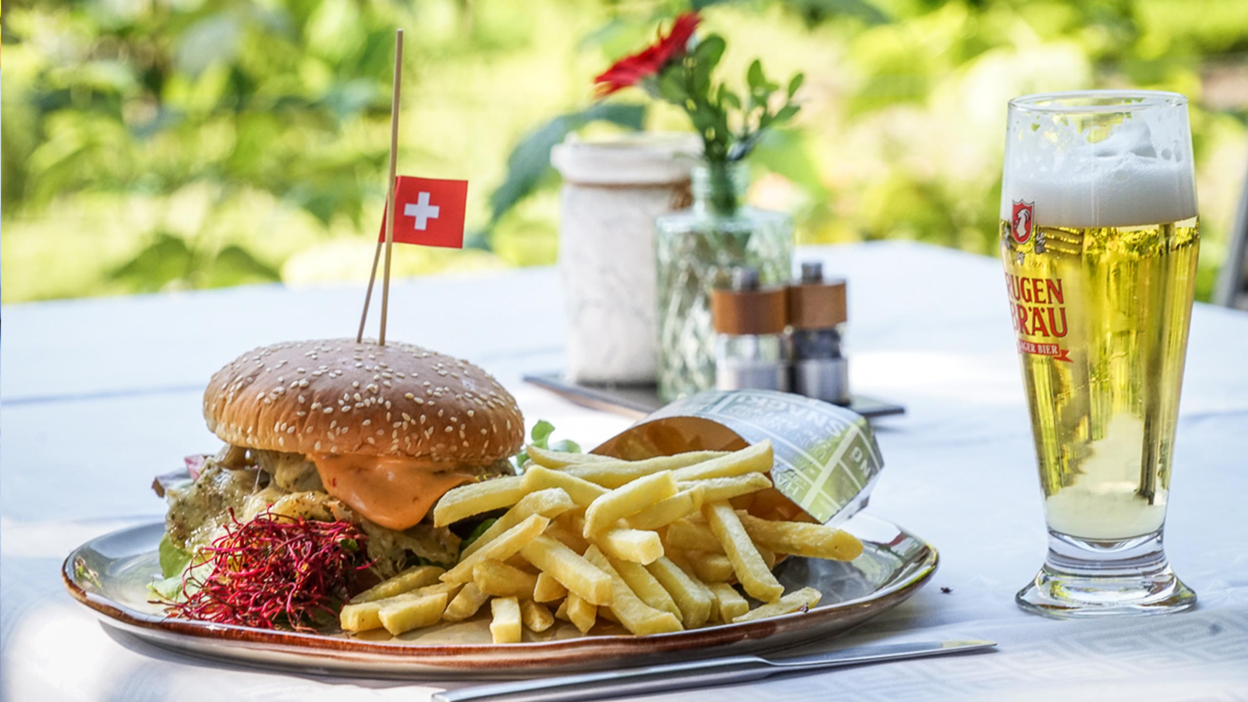 edelweiss-restaurant-wilderswil-burger-pommes-bier.jpg
