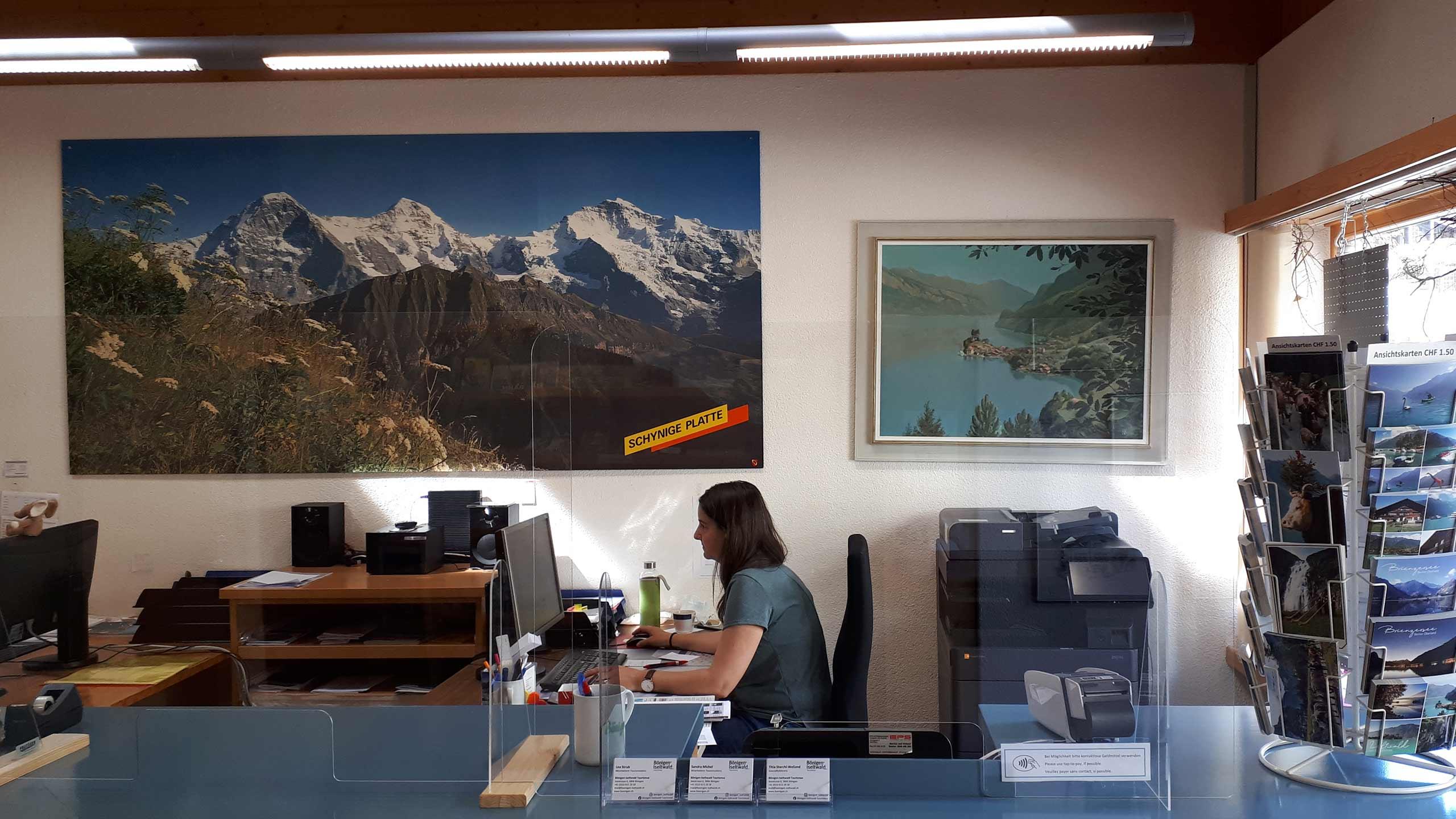 tourist-information-boenigen-schalter-buero.jpg