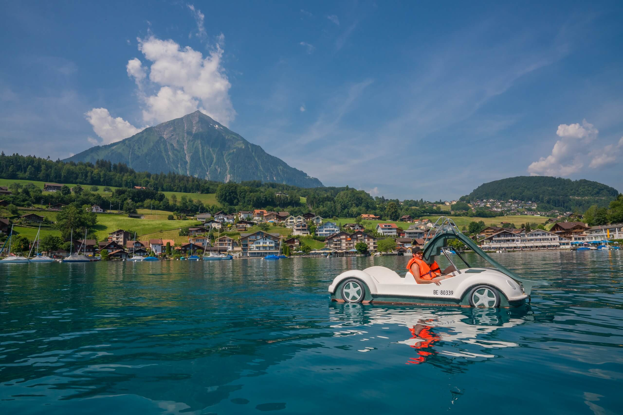 faulensee-thunersee-pedalo-sommer
