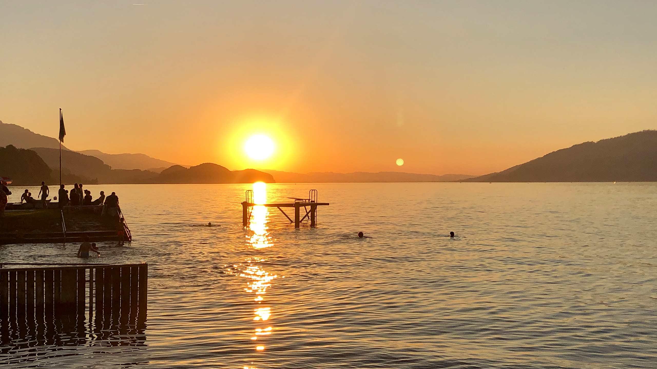 strandbad-leissigen-sommer-sonnenuntergang-badi-floss-thunersee.jpg