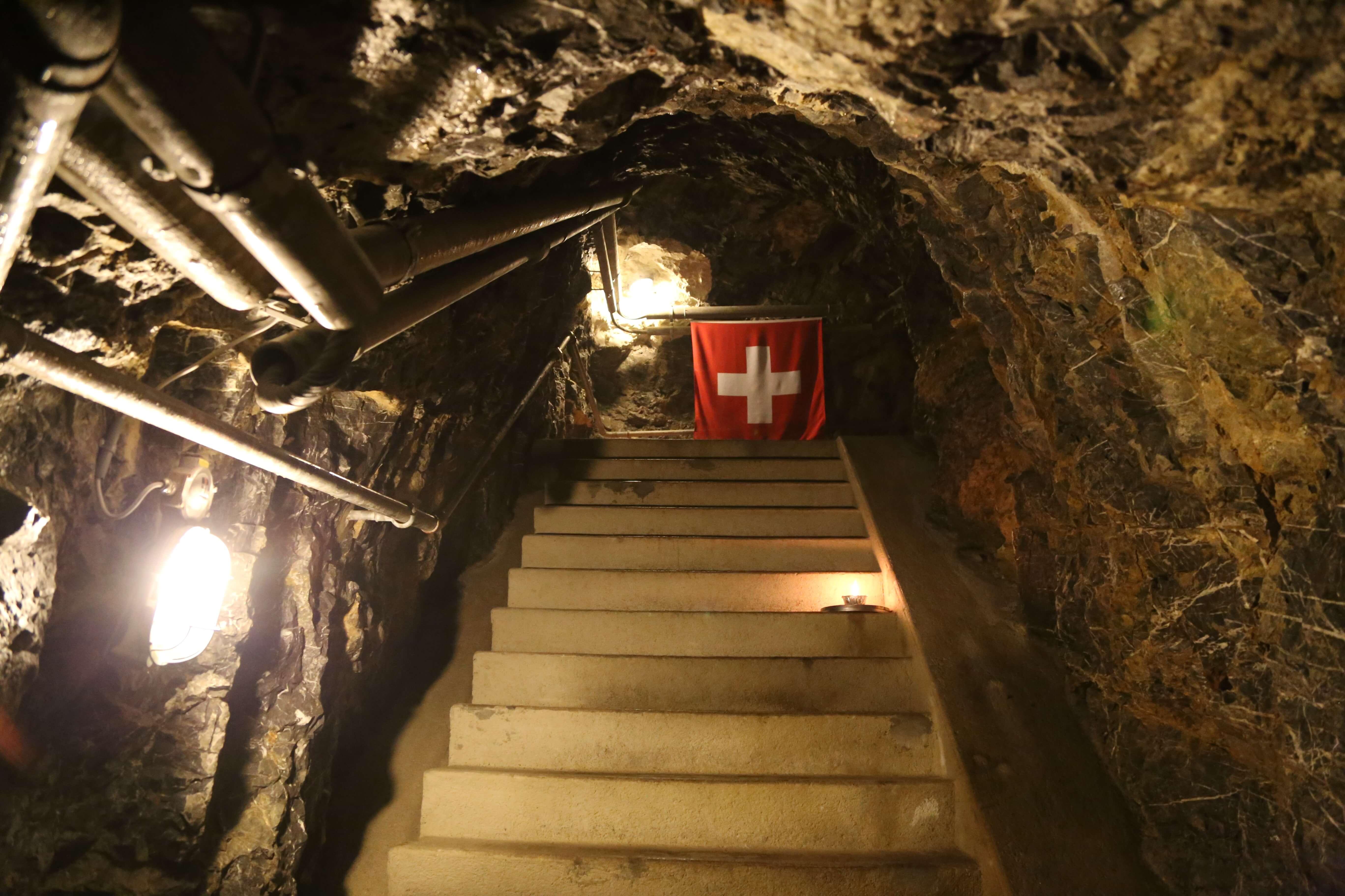 kp-heinrich-treppe-mit-flagge-hondrich.JPG
