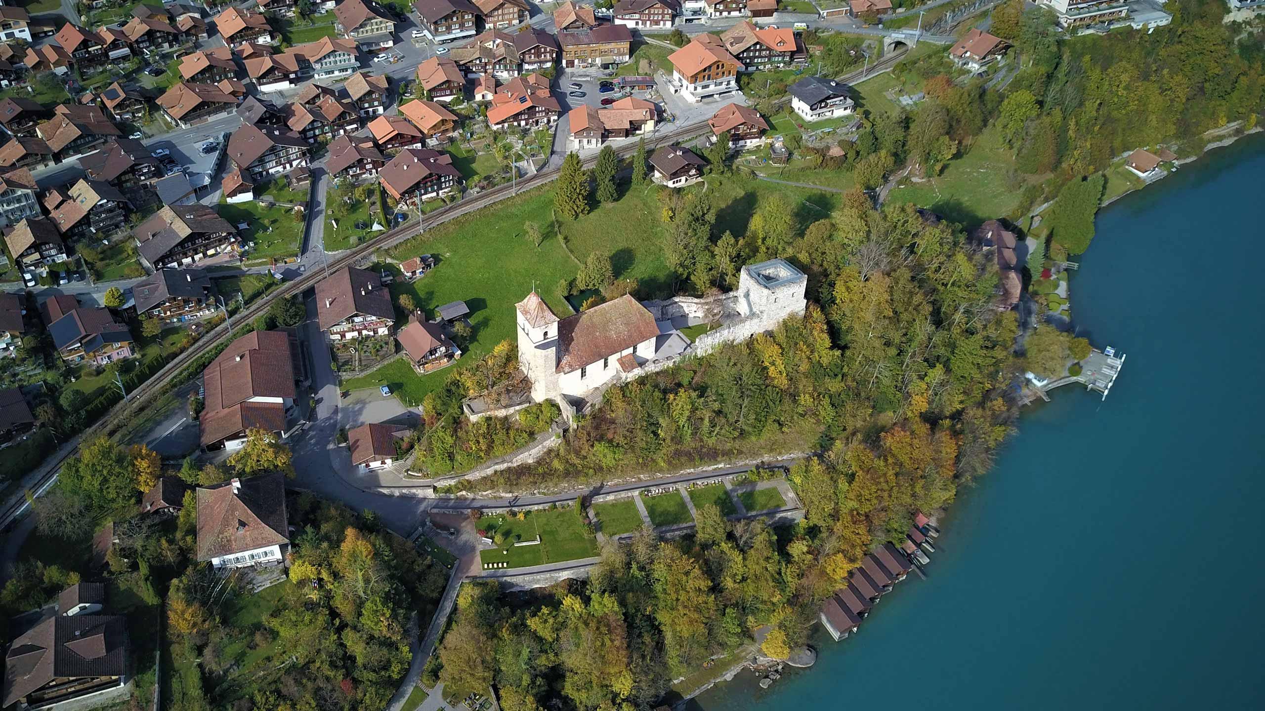 ringgenberg-burgkirche-luftaufnahme.jpg