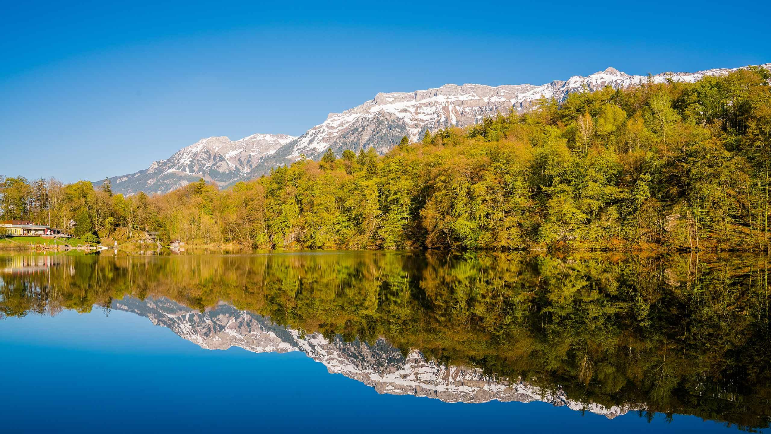 ringgenberg-burgseeli-fruehling-spiegelung-berge-schnee.jpg