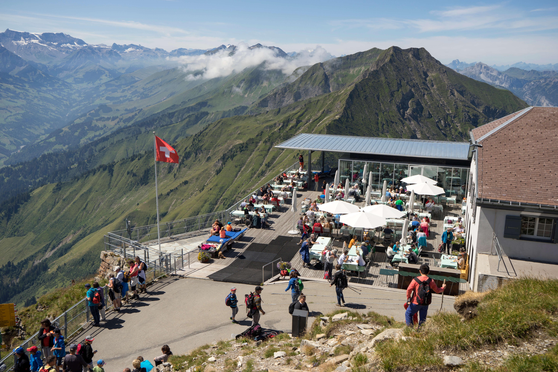 niesen-terrasse restaurant 2-mülenen-sommer.jpg