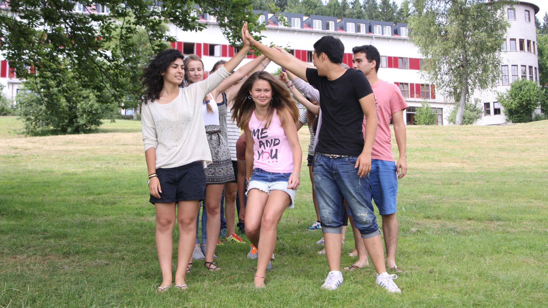 Humboldt-Jugendgästehaus, Tanz auf der Spielwiese