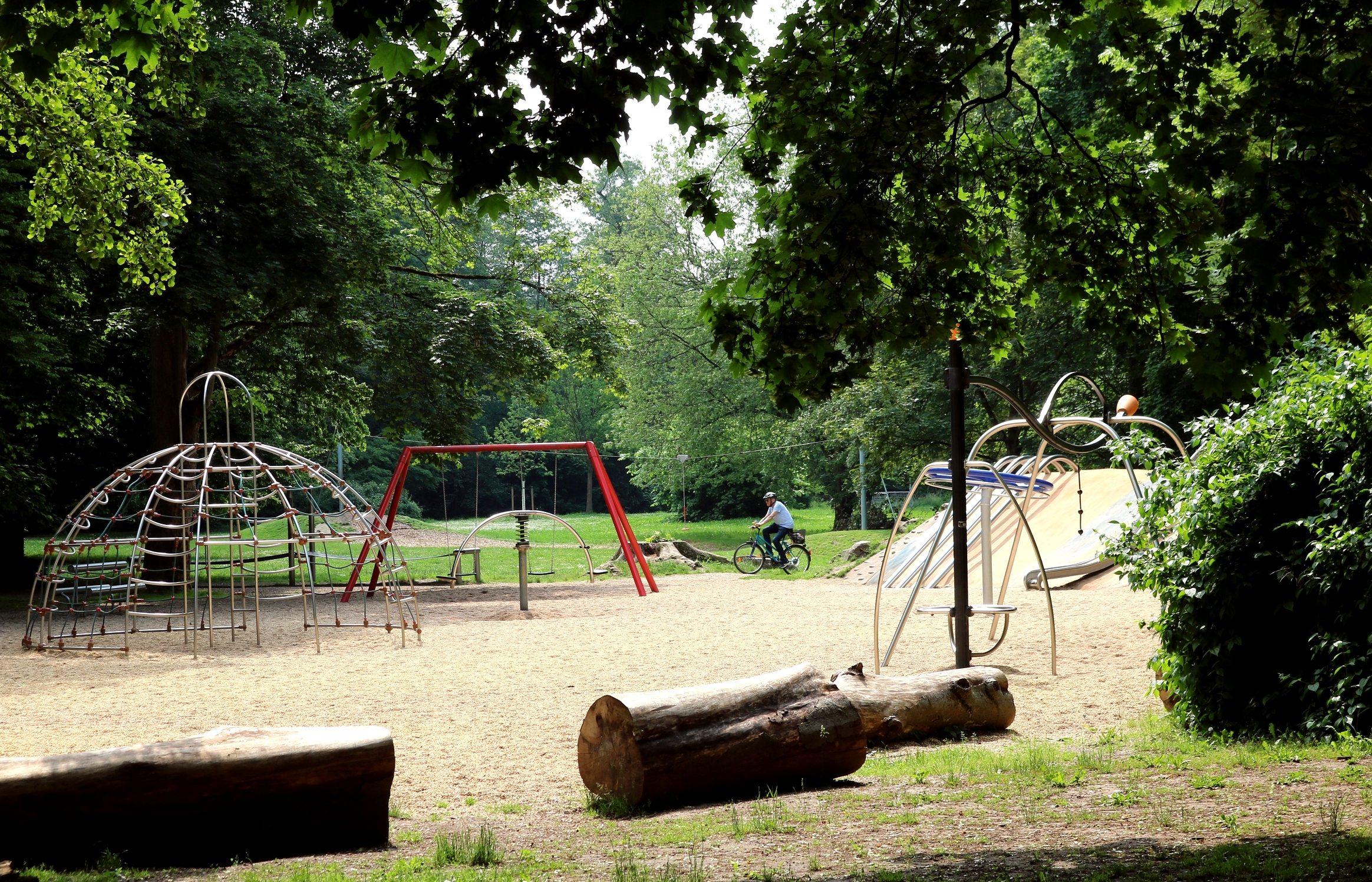 nordhausen-stadtpark-spielplatz-unter-baeumen-Jessica-Piper.jpg