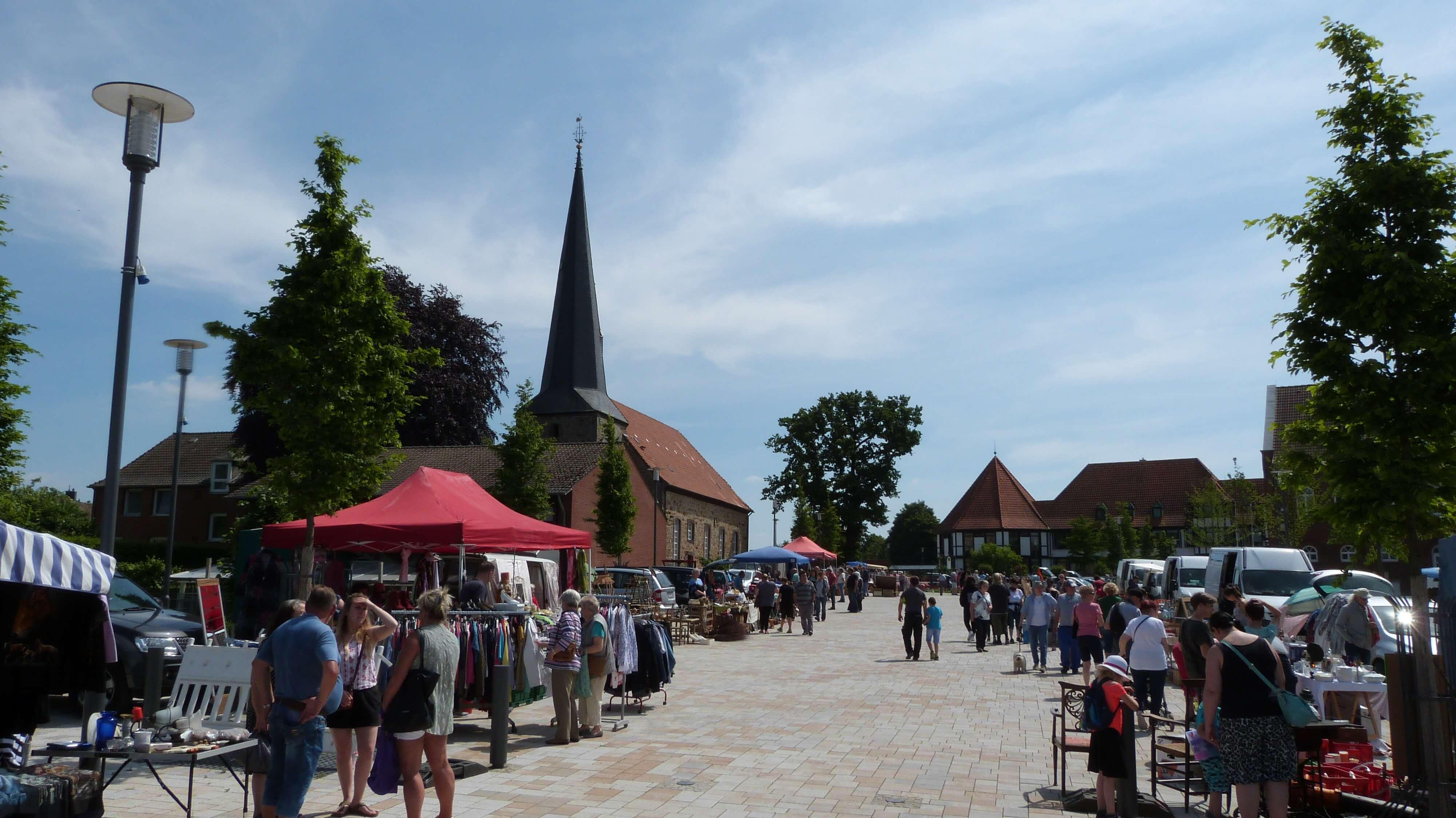 troedelmarkt-rehburg-stadtplatz-staende.JPG