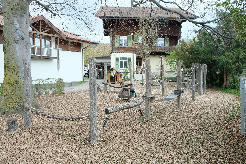 klettern-spielplatz-gemeindezentrum-lötschberg.JPG