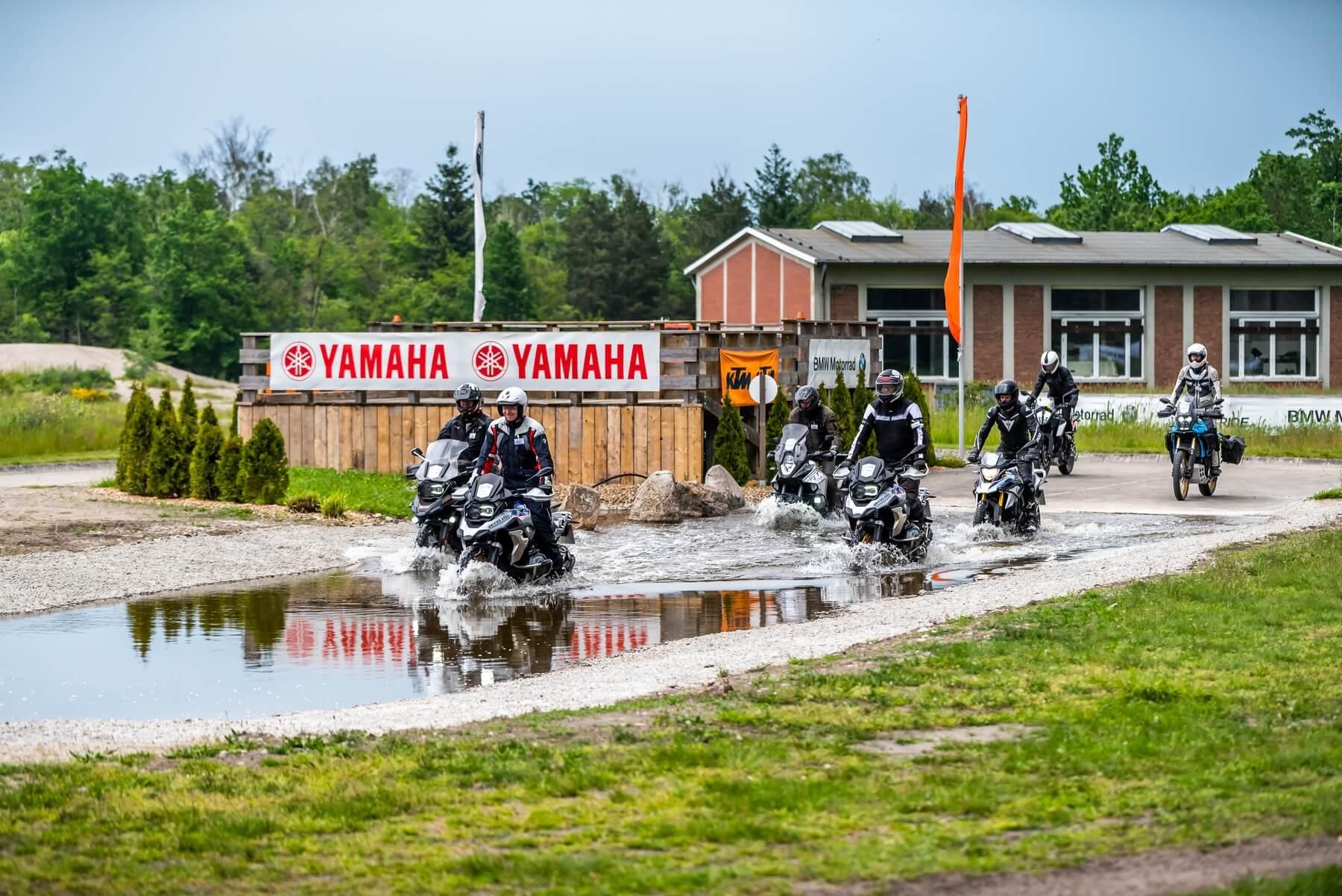 Driving Area Enduro-Training Wassergraben.jpg