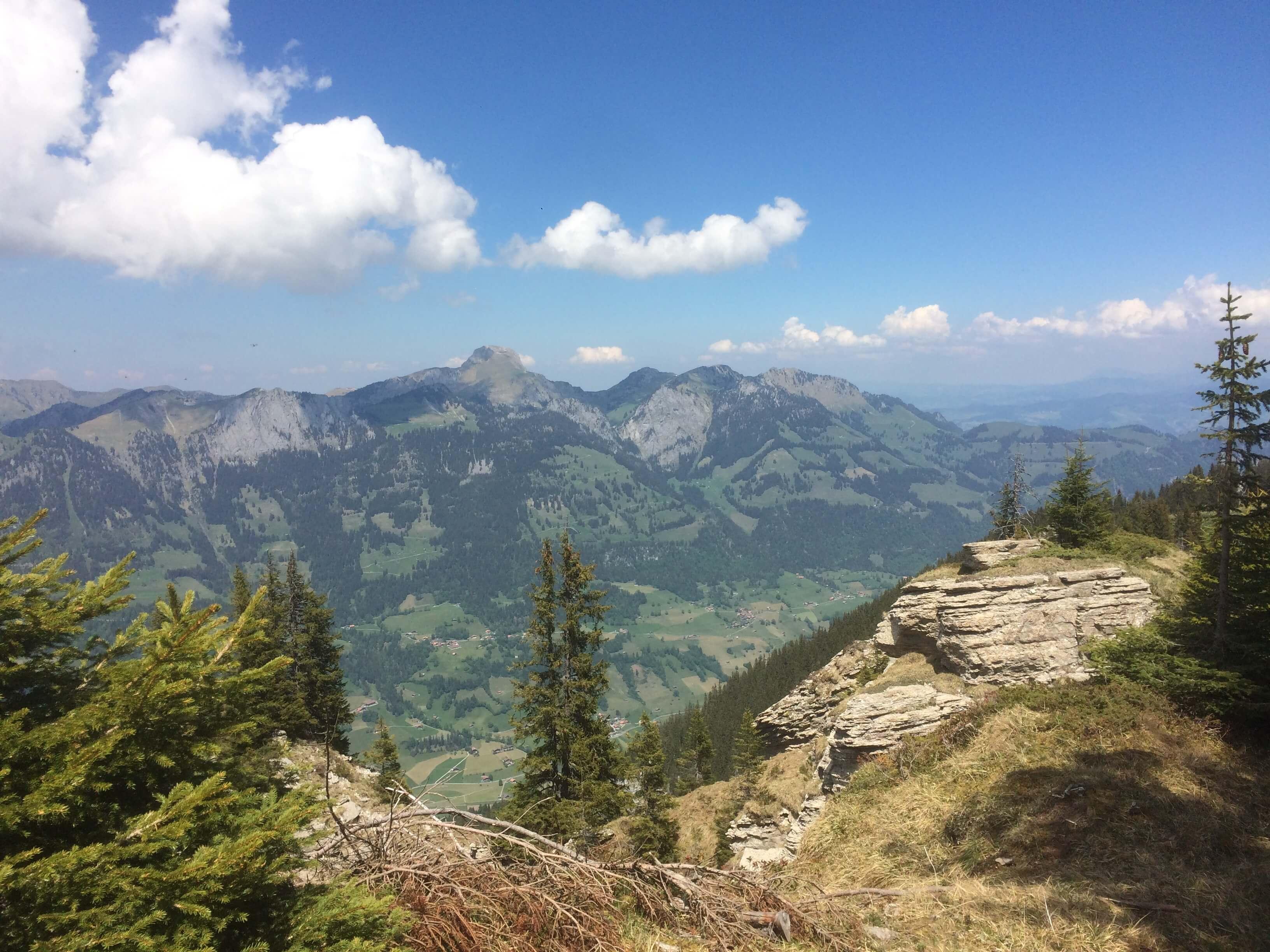 Aussicht auf umliegende Berggipfel