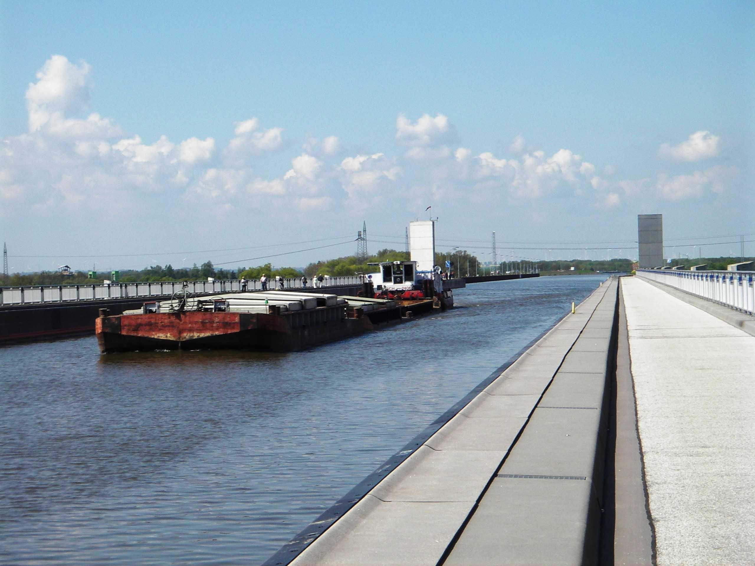 Die Trogbrücke am Wasserstraßenkreuz in Hohenwarthe