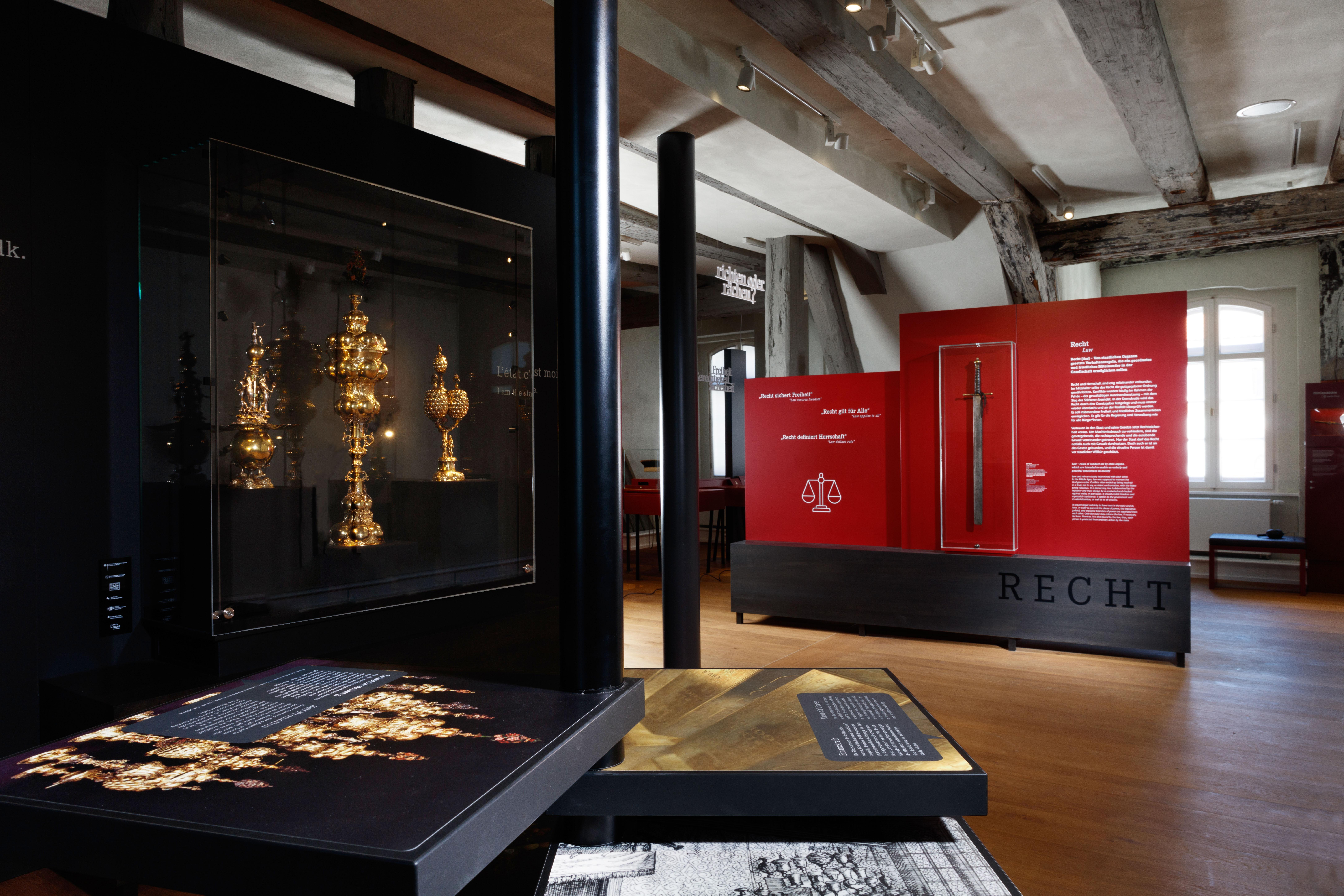 Blick in die Ausstellung (Recht)