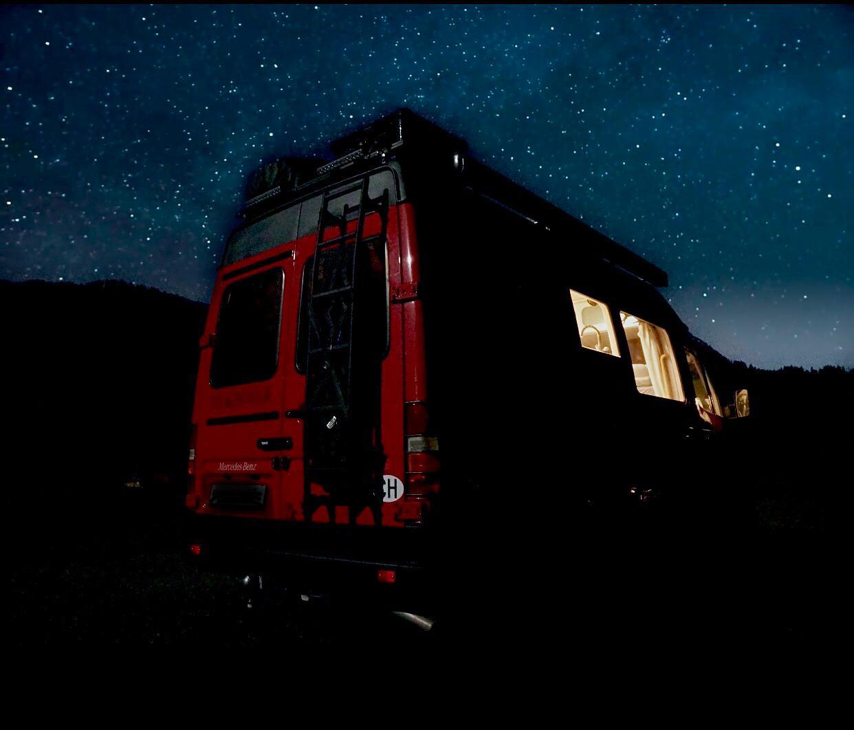 Camper-mit-Sternenhimmel.jpg