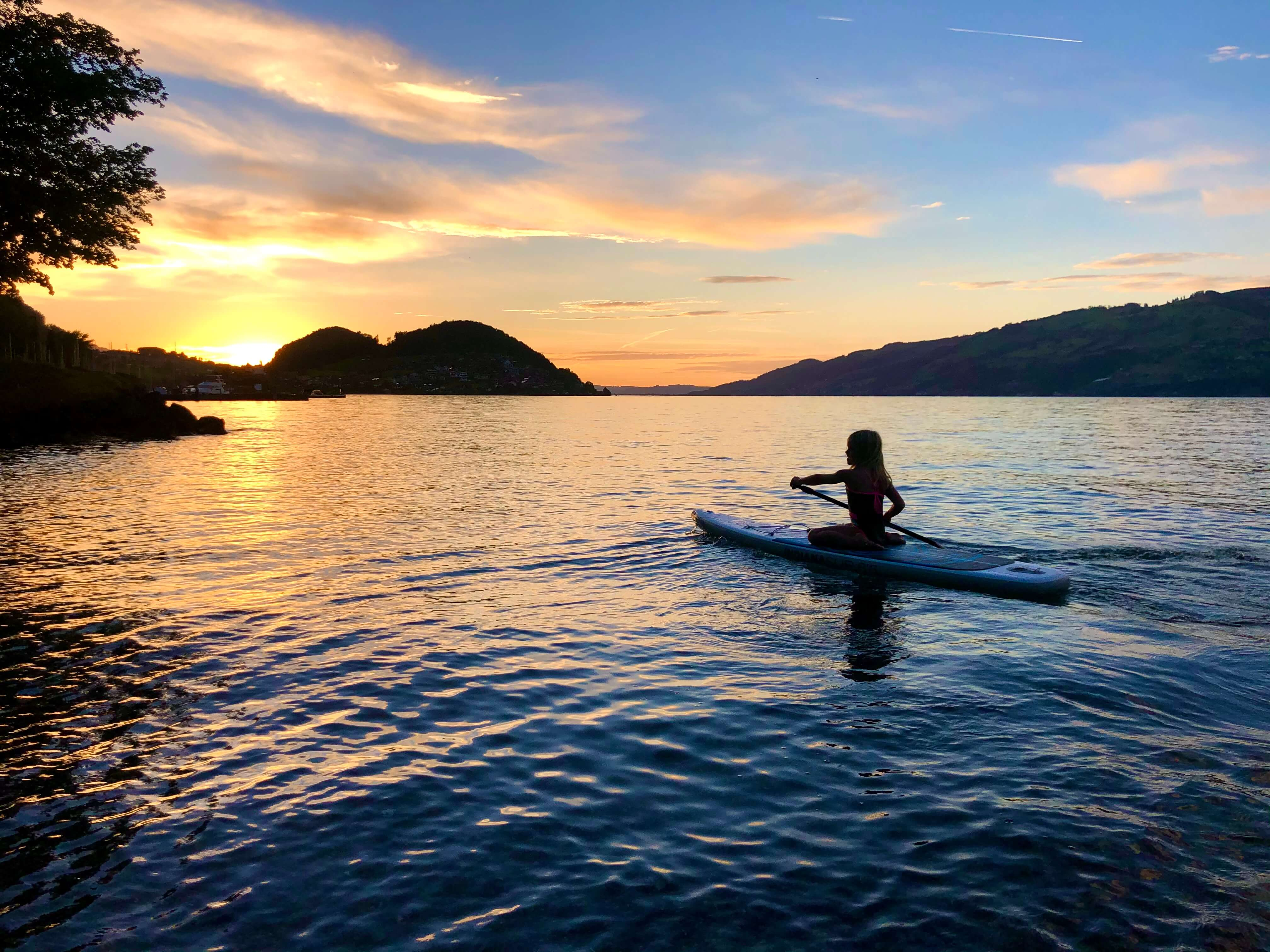 bistro-blue-turtle-sunset-sup-faulensee-sommer.jpg