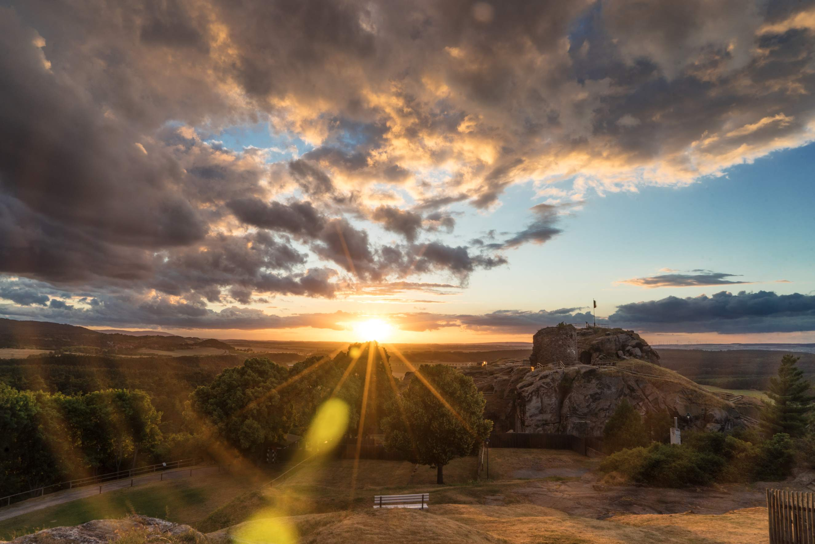 Sonnenuntergang auf Burg und Festung Regenstein