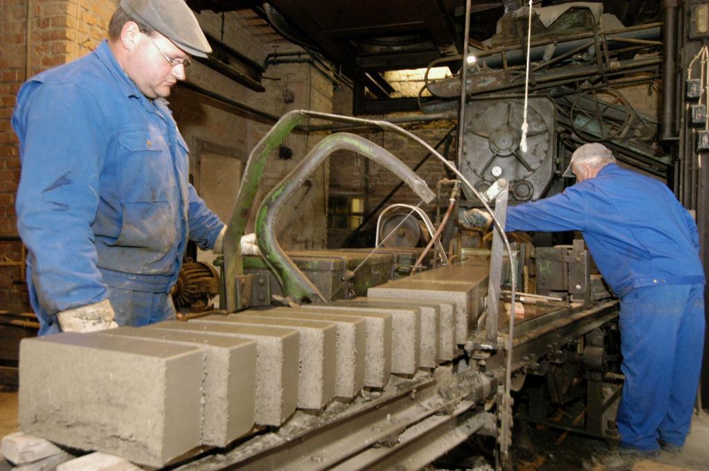 LWL-Industriemuseum Lage: Strangpresse in Betrieb