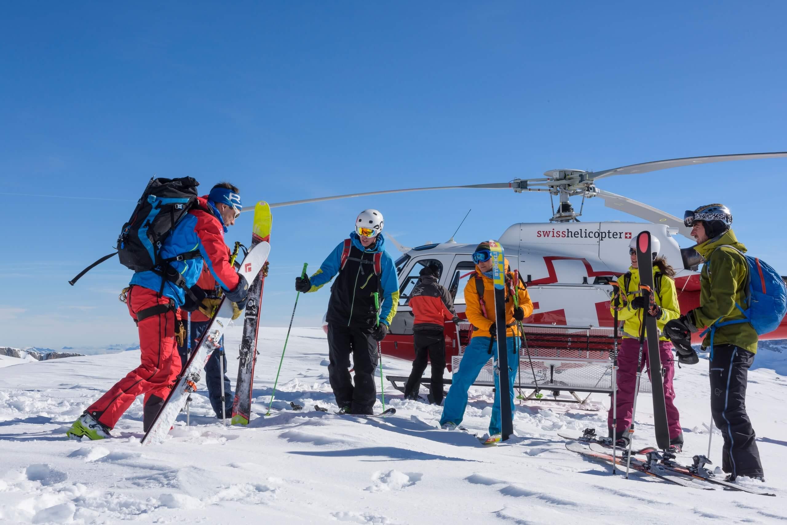 swiss-helicopter-rundflug-ski-tour-winter-schnee