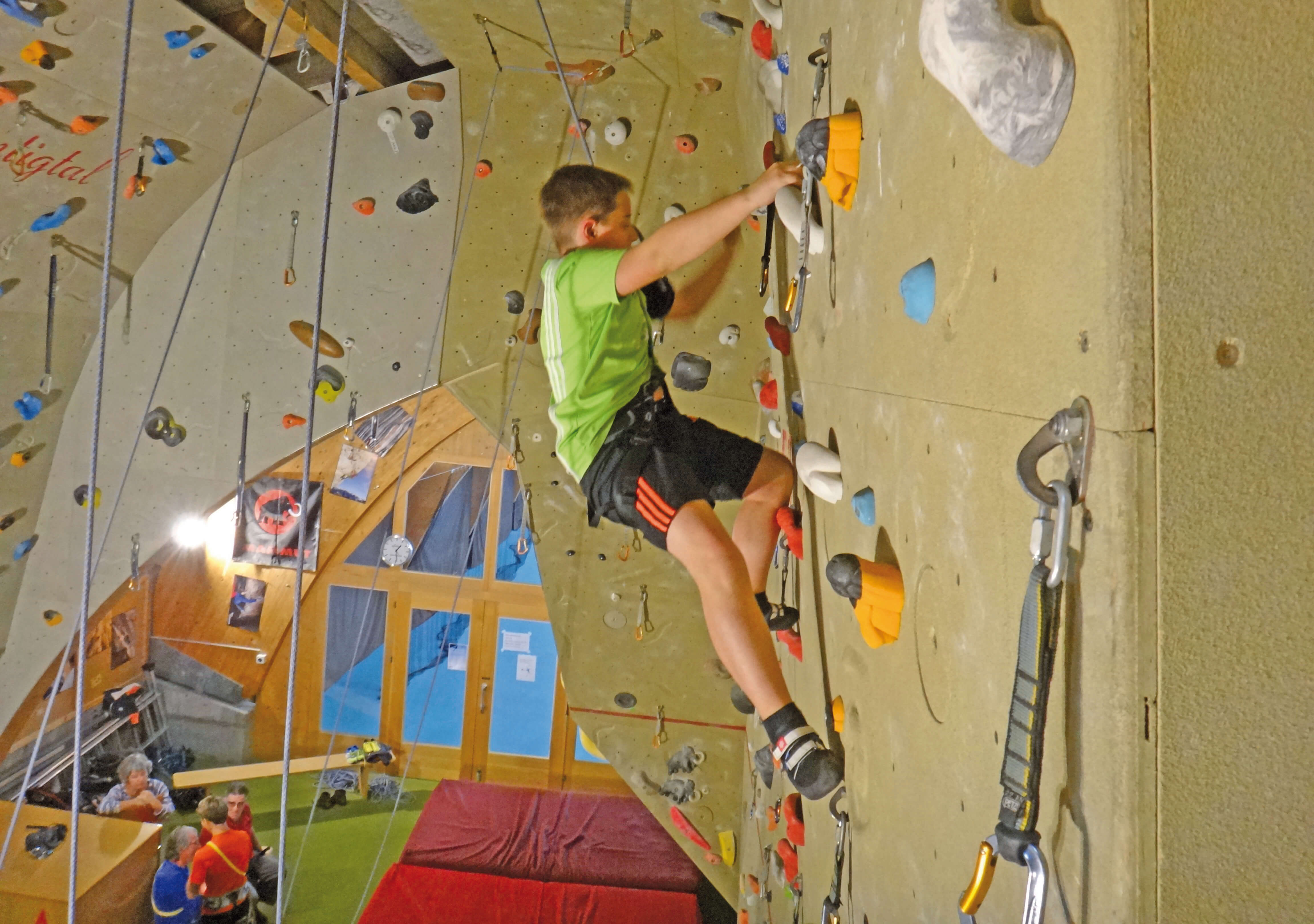 Grosszügige Kletterwand der Sporthalle Wiriehorn