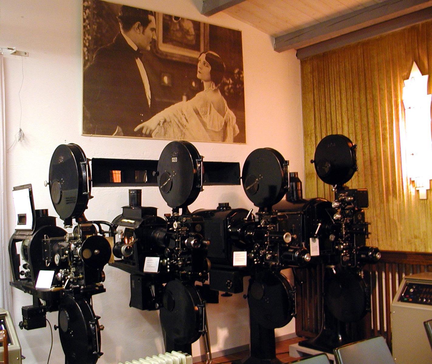 Abspielgeräte im Kinomuseum Vollbüttel