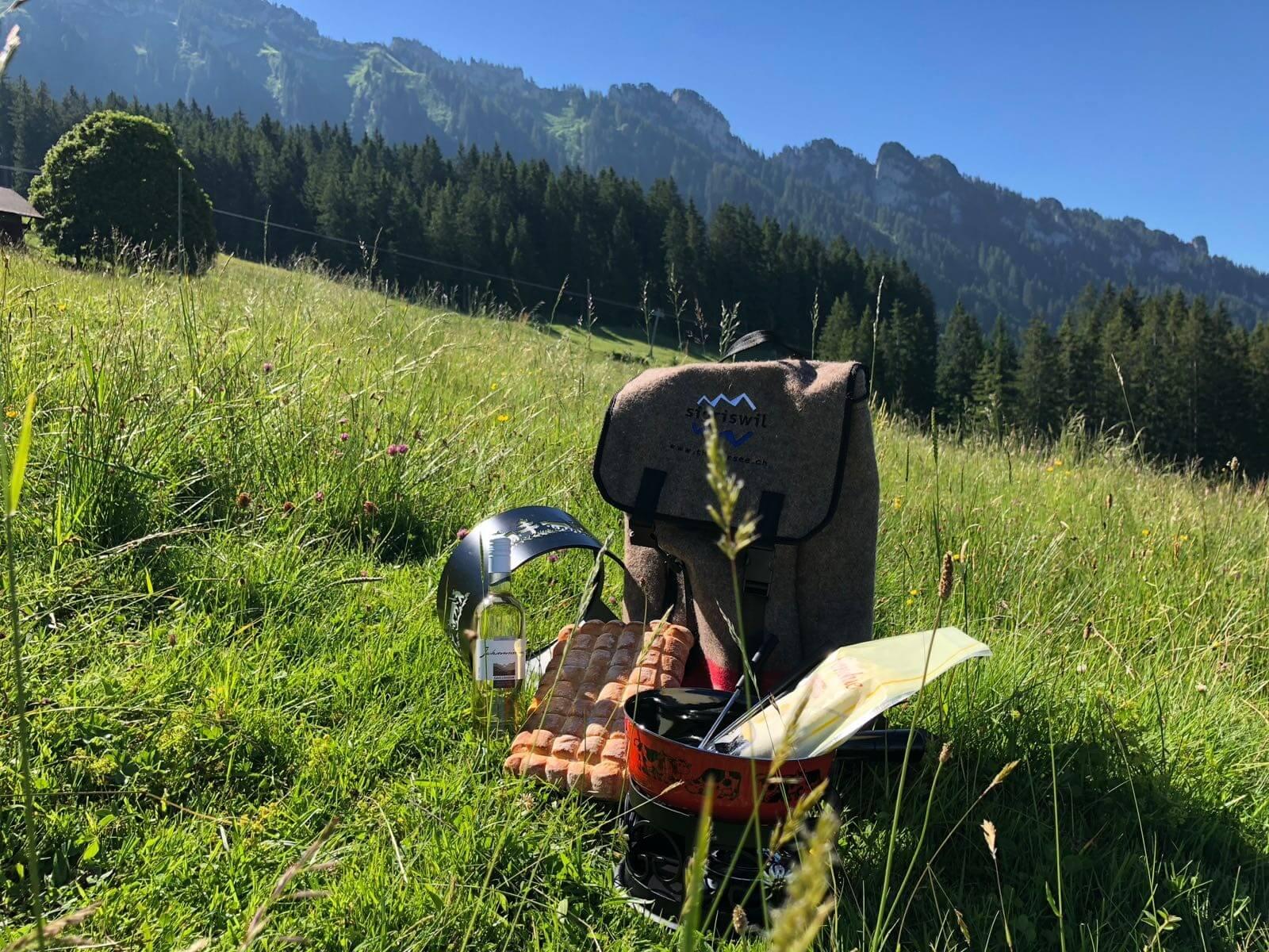 sigriswil-fonduerucksack-wandern-sommer-essen